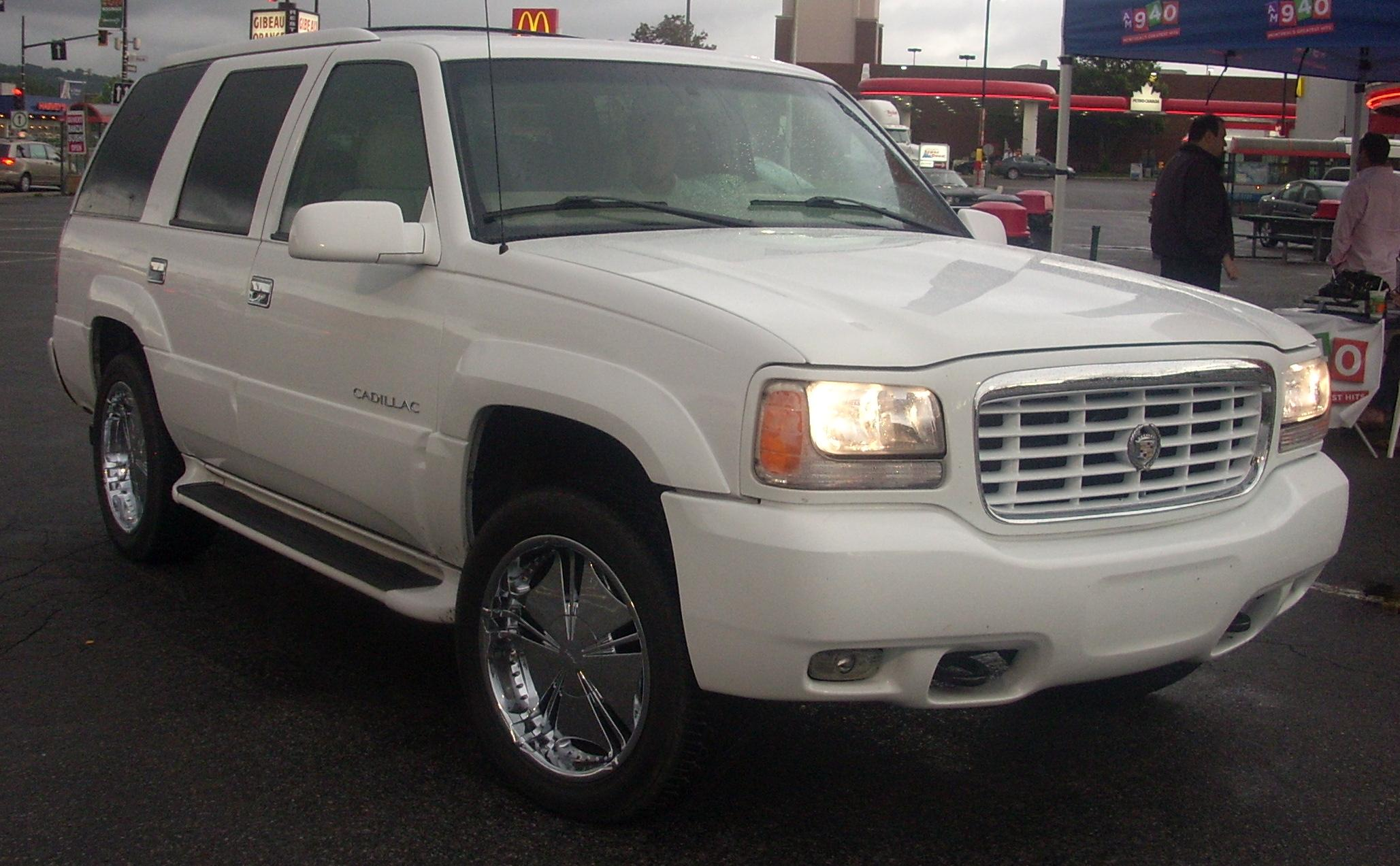 File:Tuned '99-'00 Cadillac Escalade (Orange Julep).JPG - Wikimedia