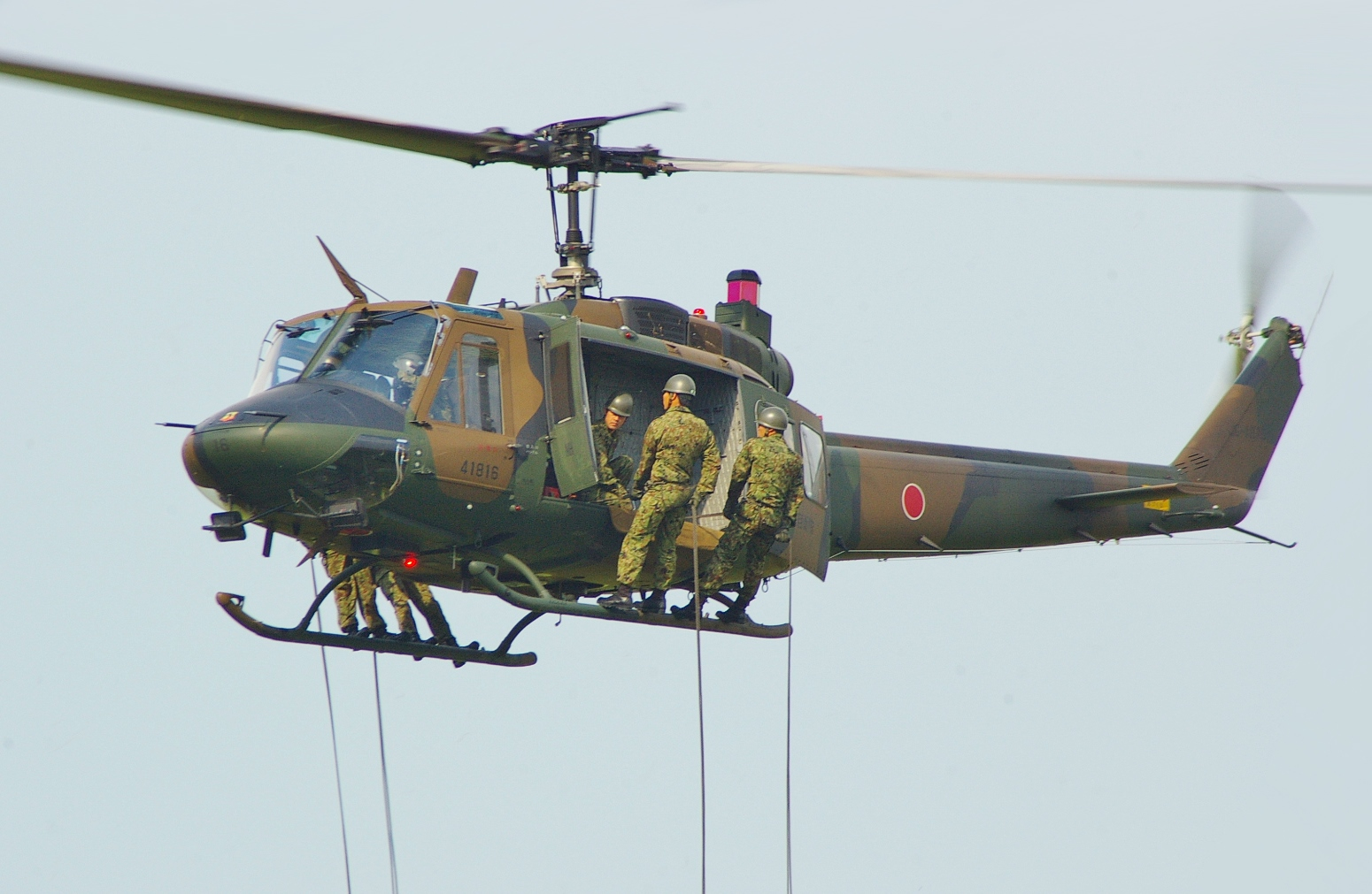 NAVER まとめ防衛省、次期国産多用途ヘリコプター「UH-X」国産開発断念とUH後継機