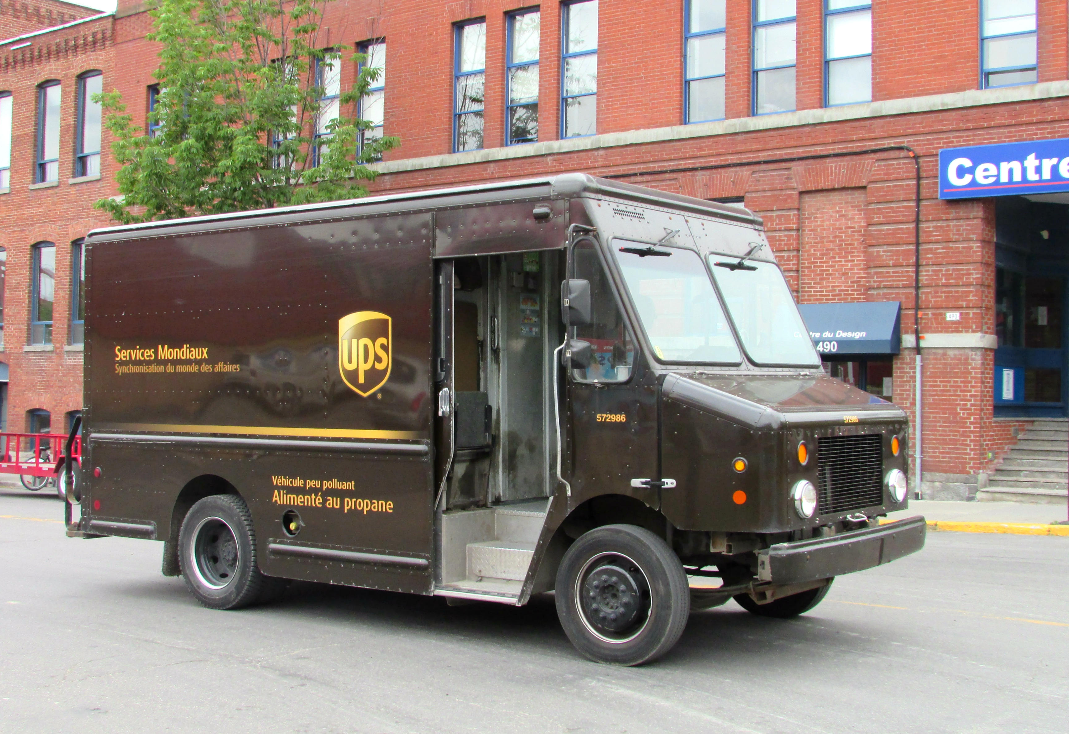 File:UPS package car.jpg - Wikimedia Commons