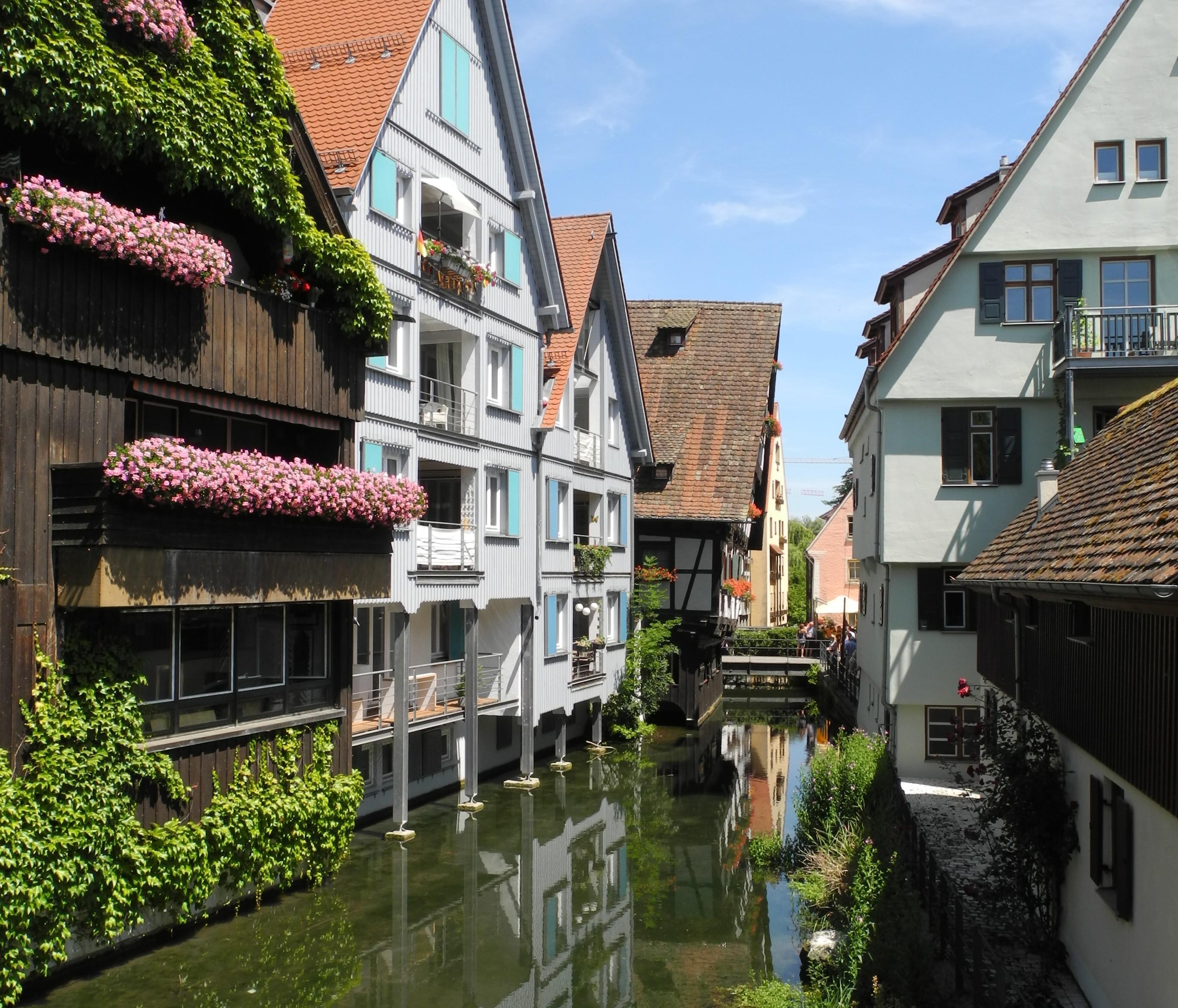 Fischerviertel, Blauarm, Schiefes Haus.JPG