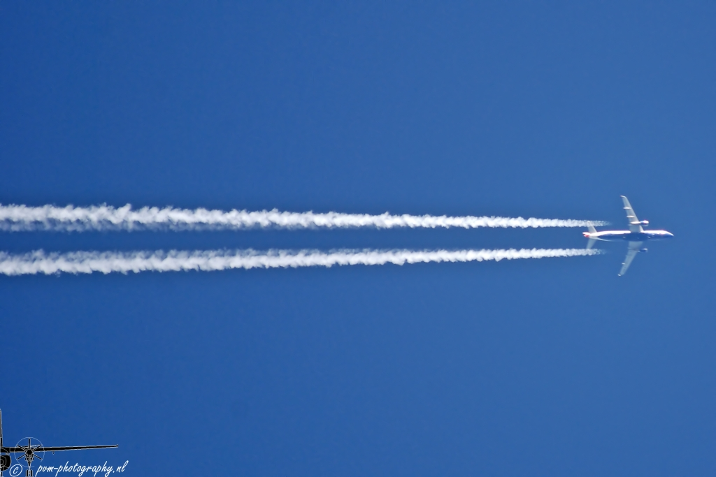 File:Vapor trail (3151168232).jpg - Wikimedia Commons