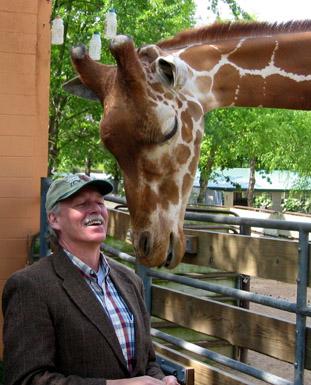 File:Vic Snyder with giraffe.jpg