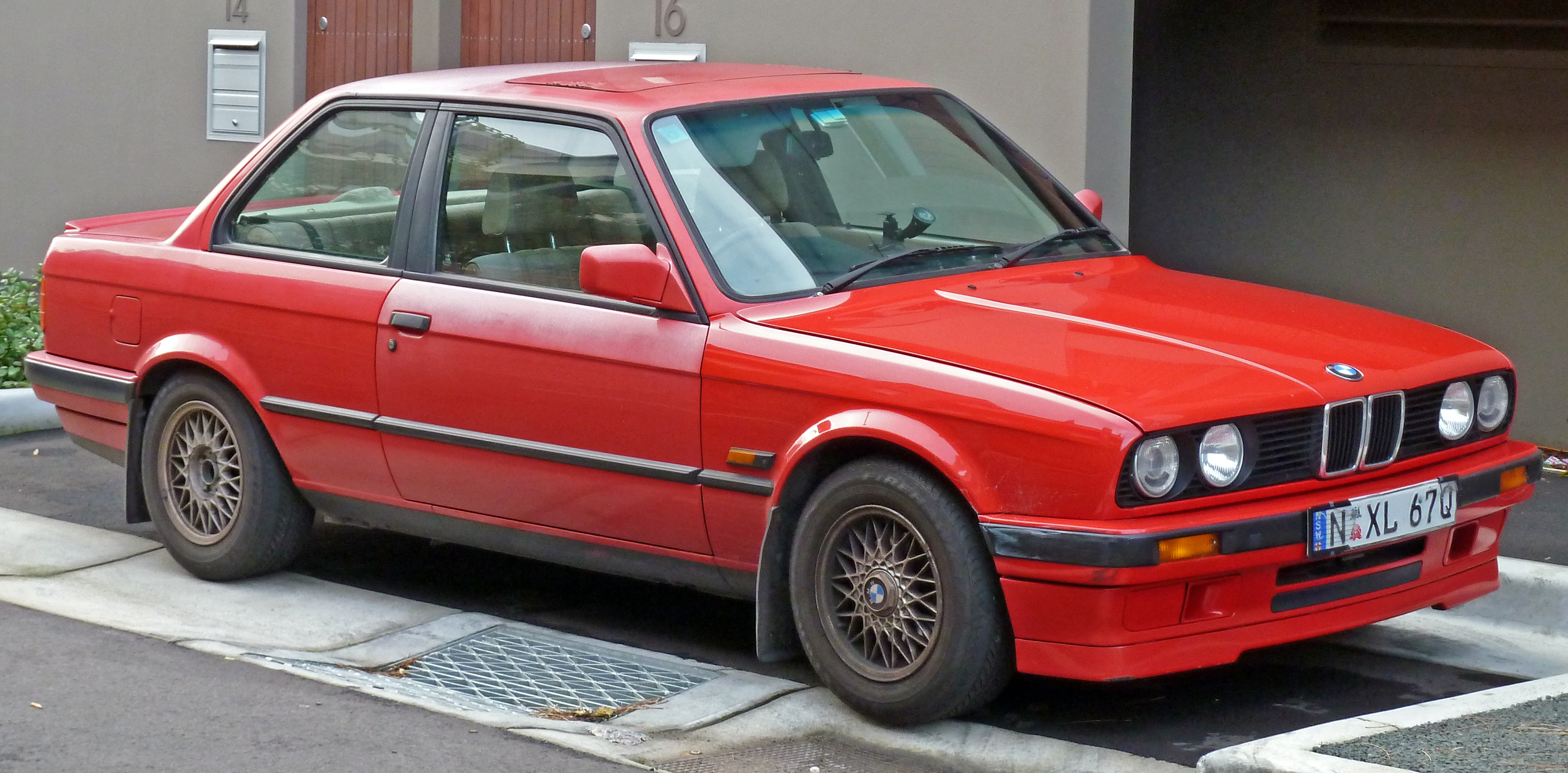 file 1990 1991 bmw 318is e30 2 door sedan wikimedia commons. Black Bedroom Furniture Sets. Home Design Ideas