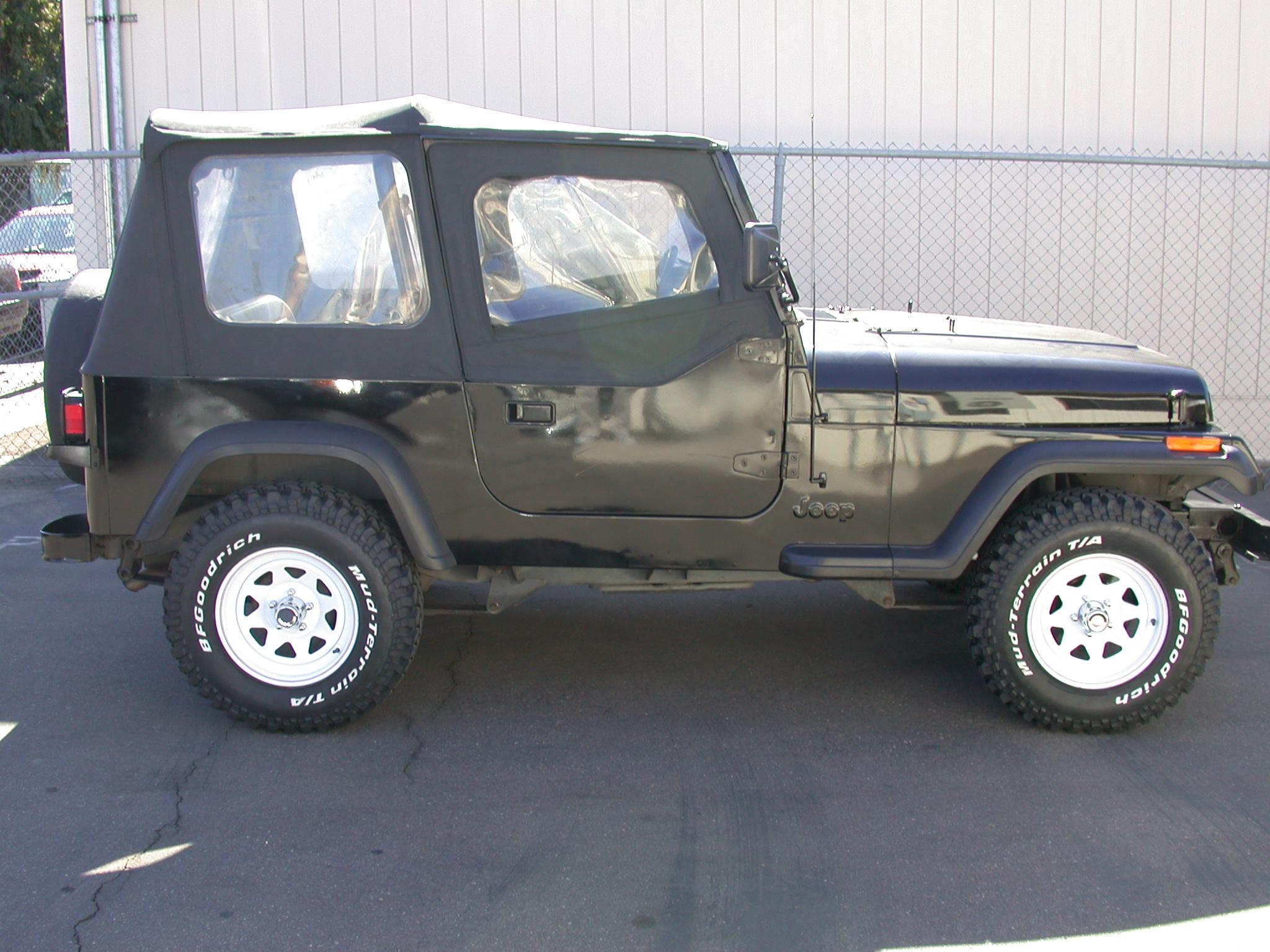 File:1995 Jeep Wrangler YJ (Right Side).jpg - Wikimedia Commons