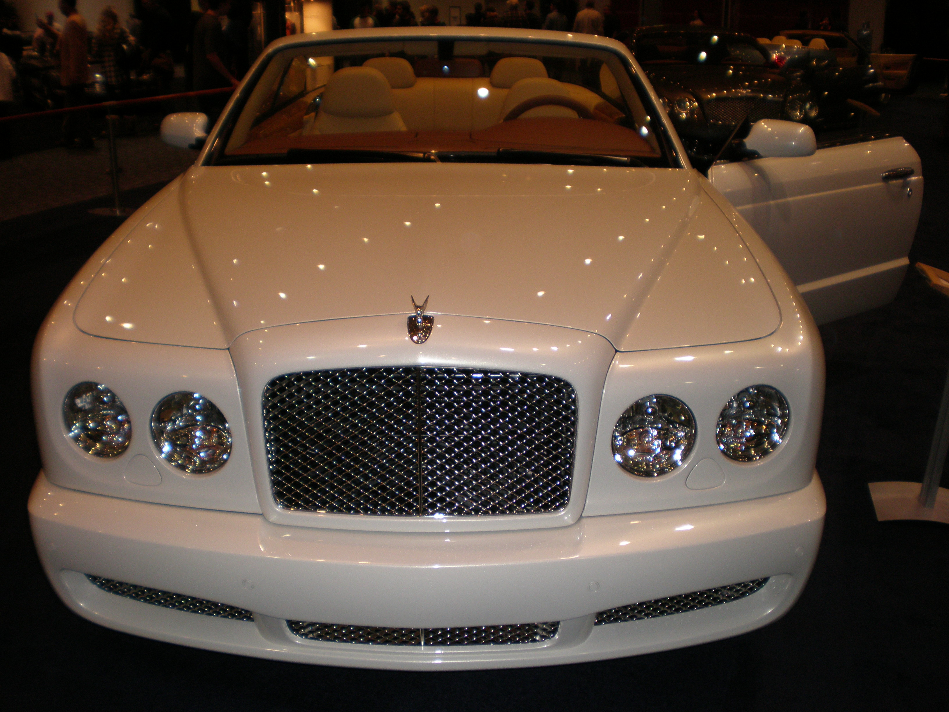 File:2009 white Bentley Azure front.JPG