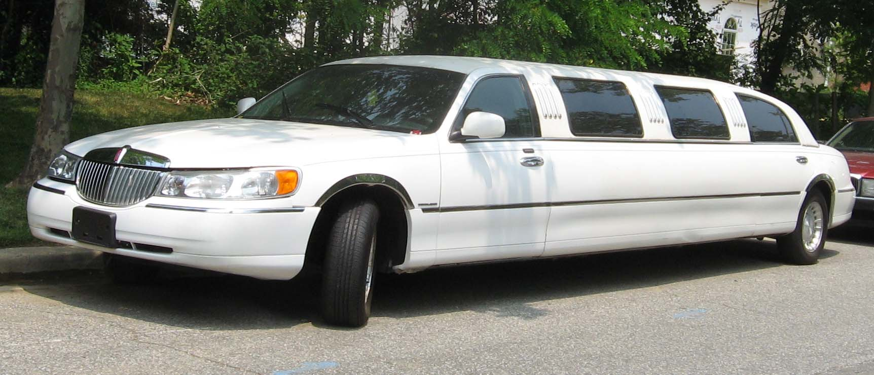 File 98 02 Lincoln Town Car Limousine Jpg Wikimedia Commons
