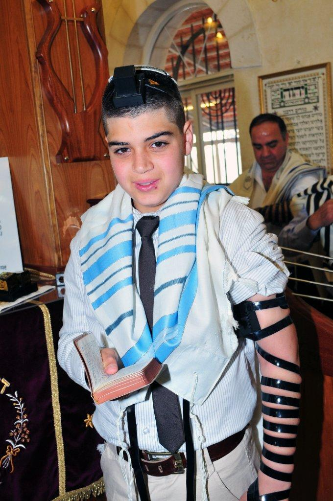 Tefillin and Mezuzot in Samaritan and Jewish Tradition