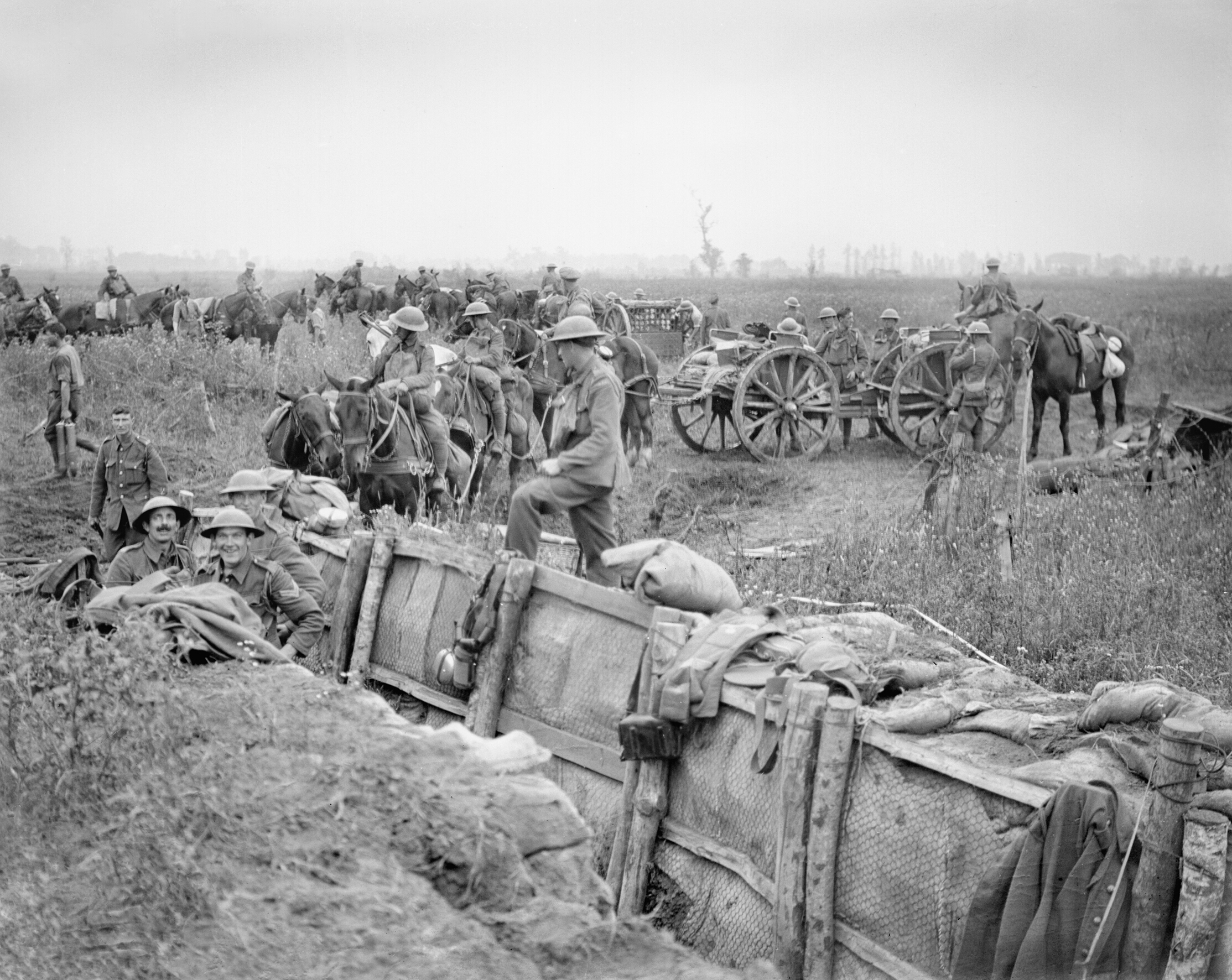 A British 18-pounder field gun battery taking up new