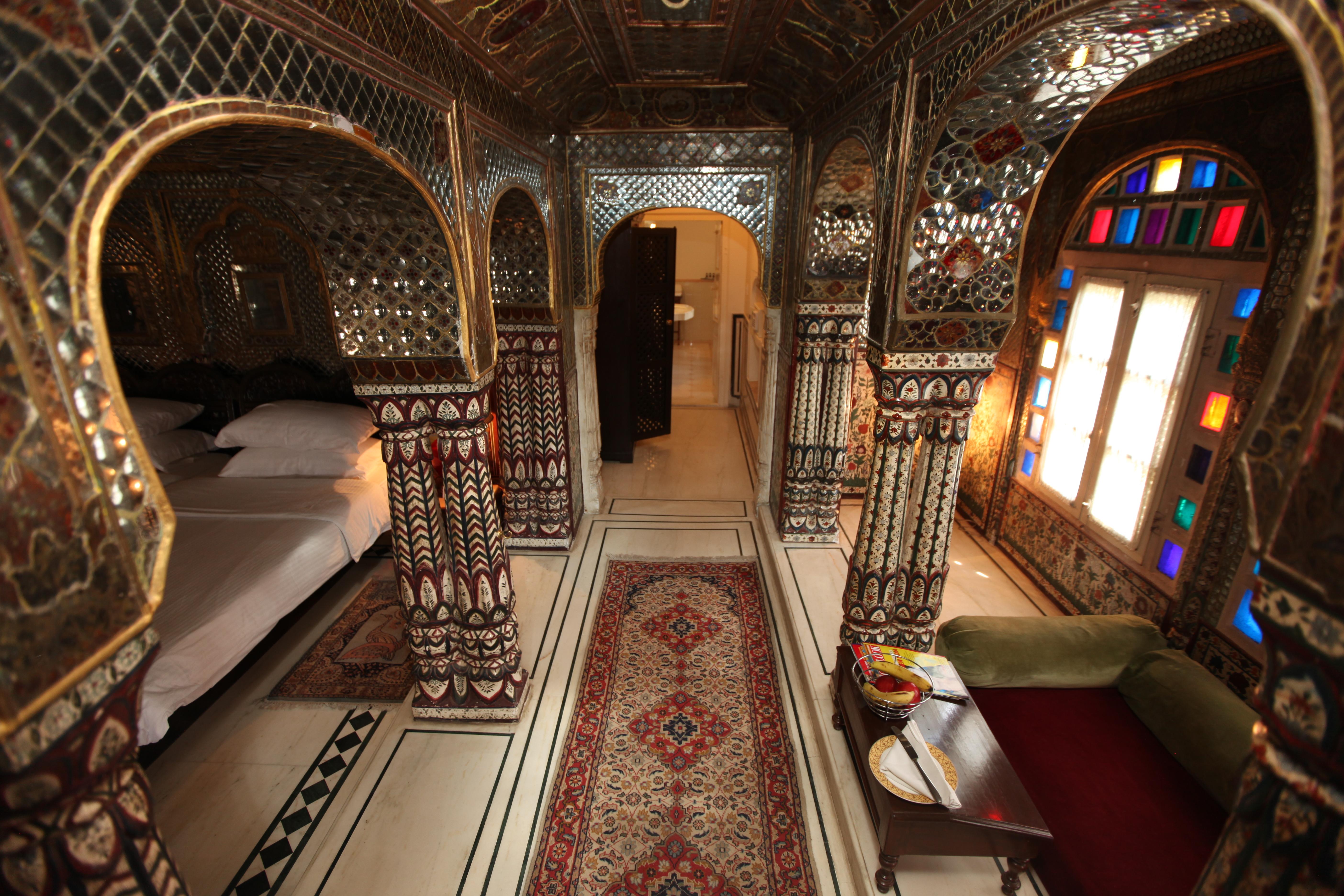 Jaipur Hotel. Sheesh Mahal Suite.