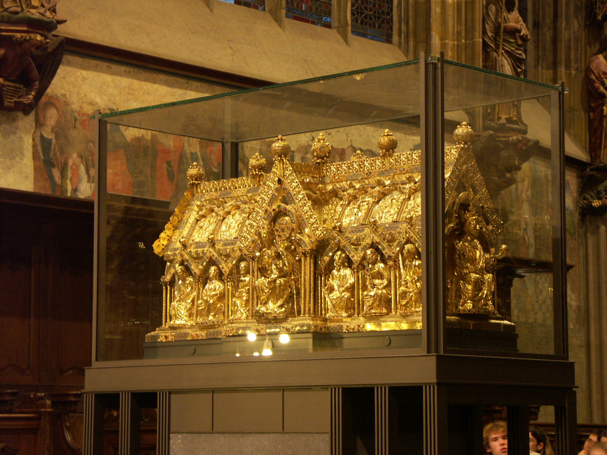 http://upload.wikimedia.org/wikipedia/commons/9/9b/Aachen_cathedral_007.JPG