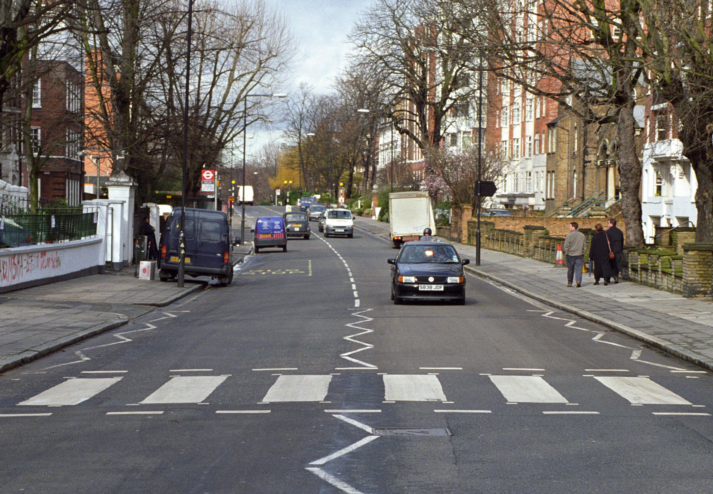 """The Beatles Polska: Pasy z okładki """"Abbey Road"""" zostały zabytkiem."""