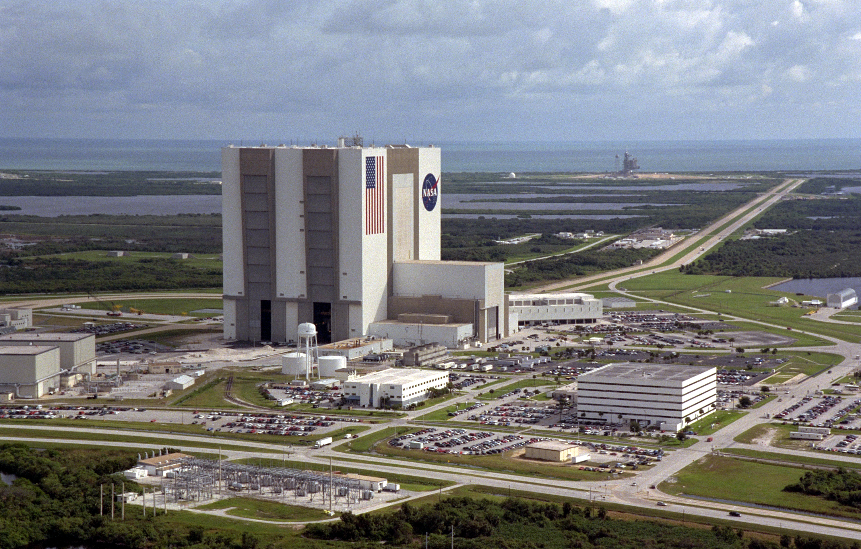 Vehicle Assembly Building Wikipedia - Nasa museums in usa