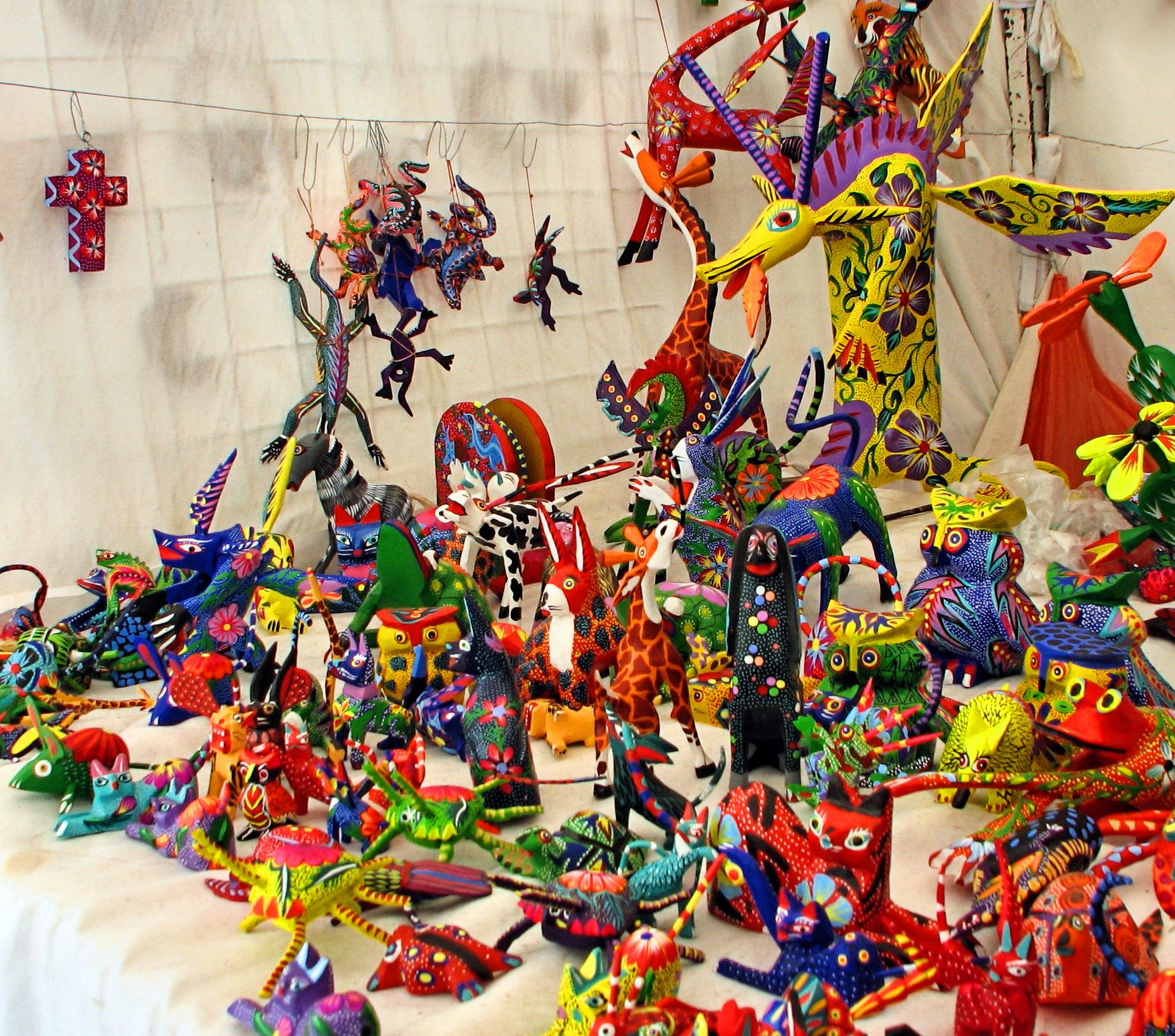 Alebrije wikipedia for Oaxaca mexico arts and crafts