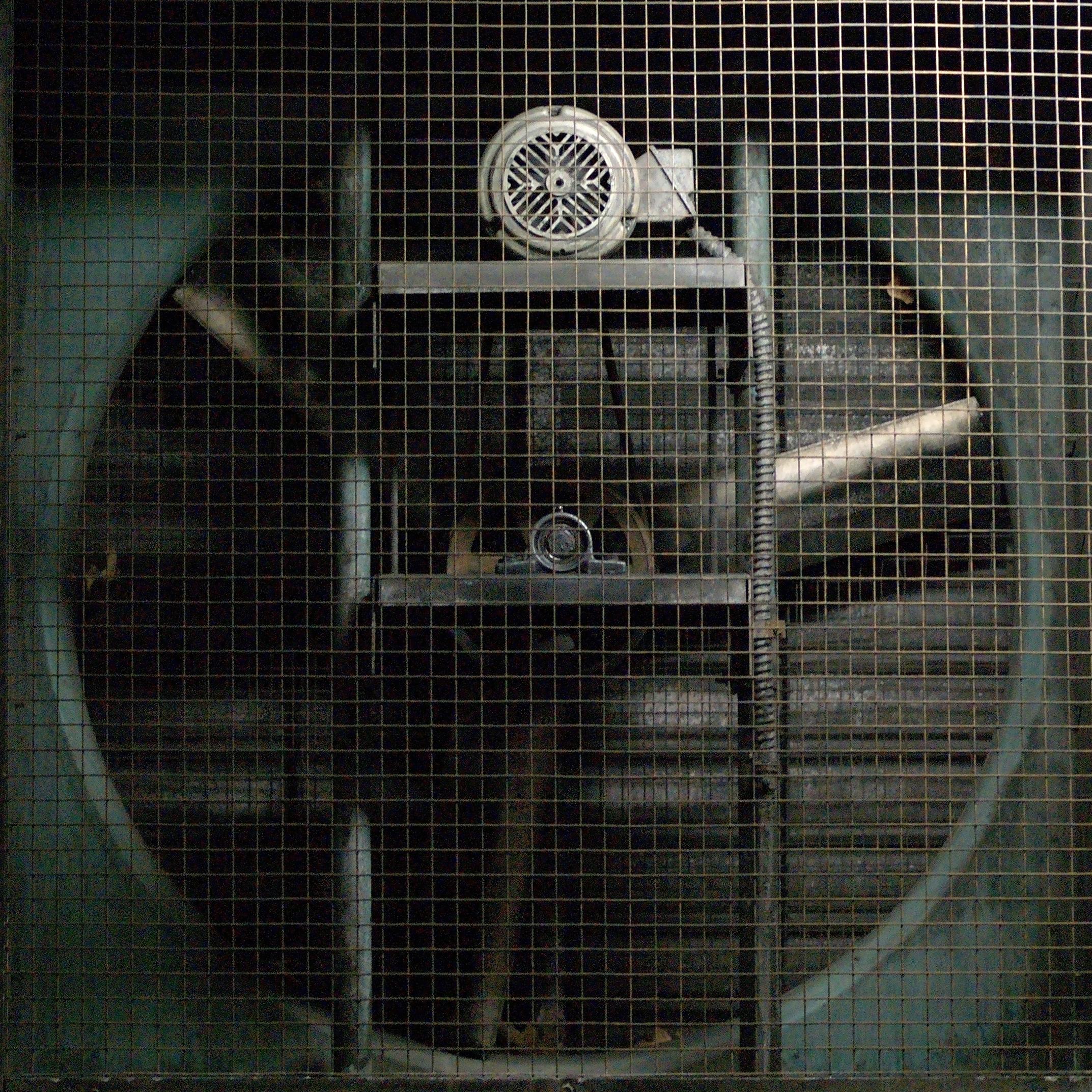 File:Belt-driven ventilation fan and motor jpg - Wikimedia Commons
