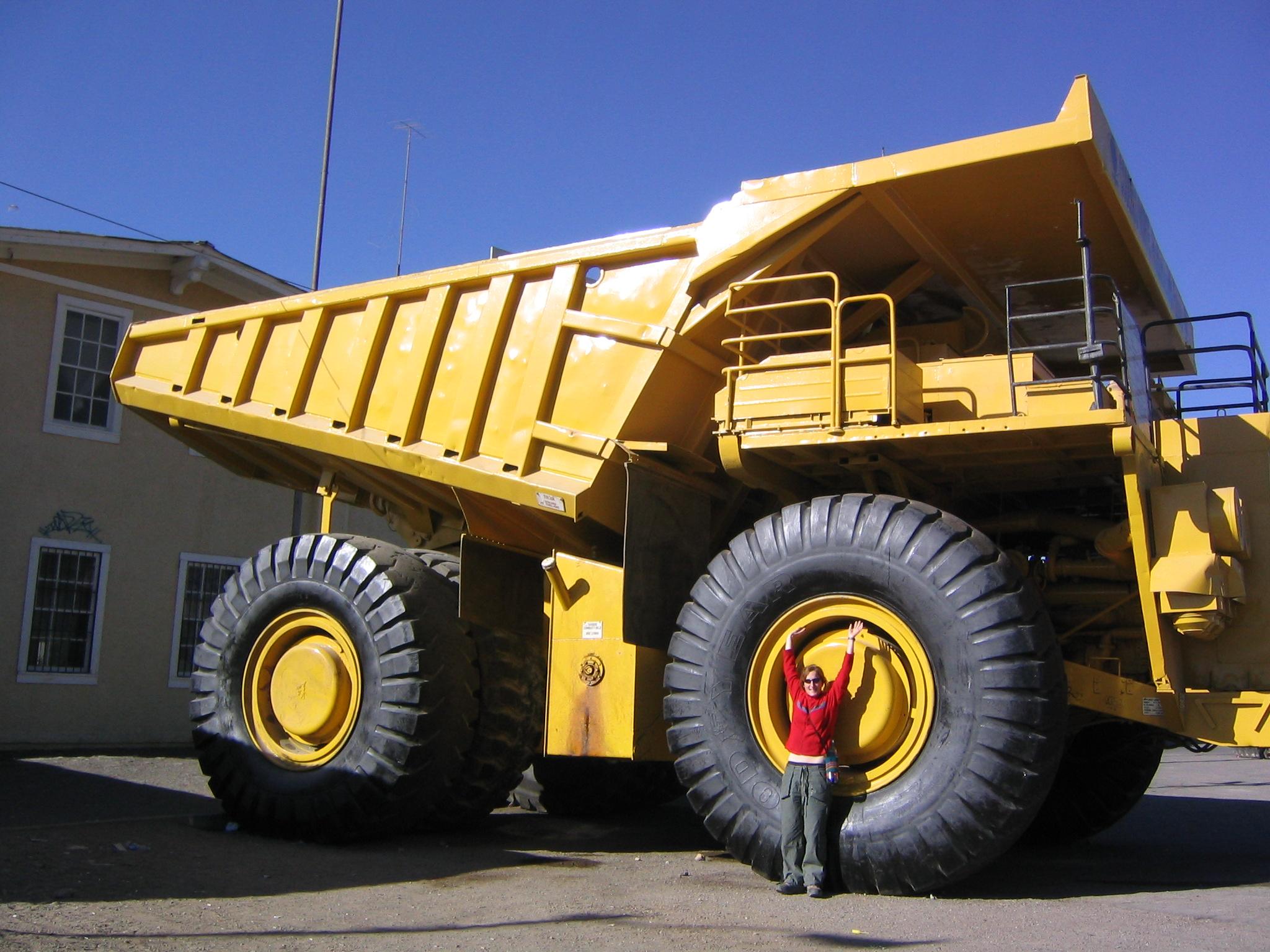 Big_South_American_dump_truck.jpg