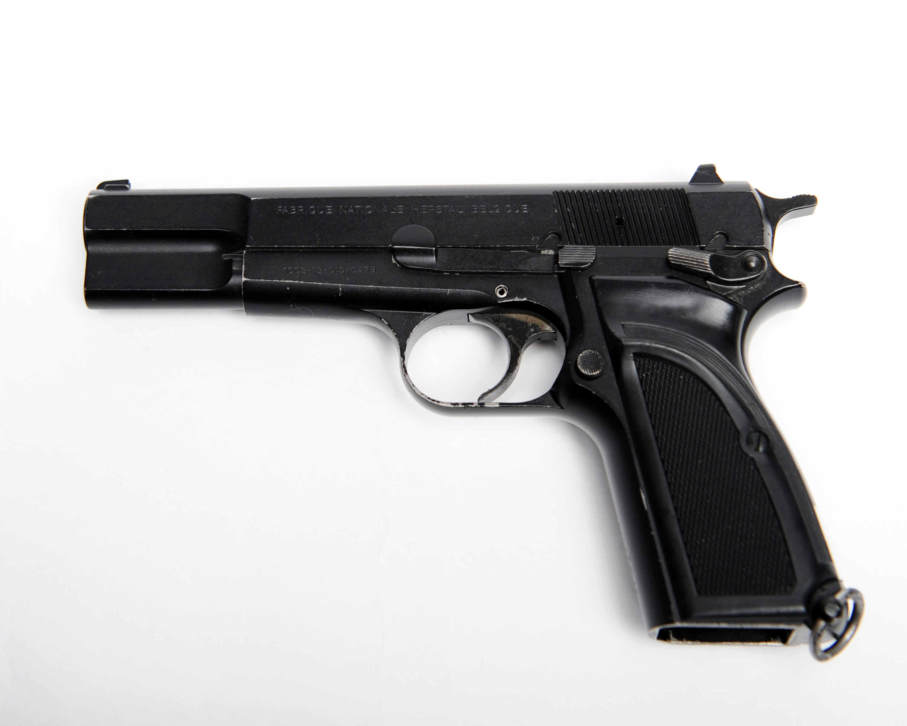 File:Browning 9mm Pistol MOD 45151558 jpg - Wikimedia Commons