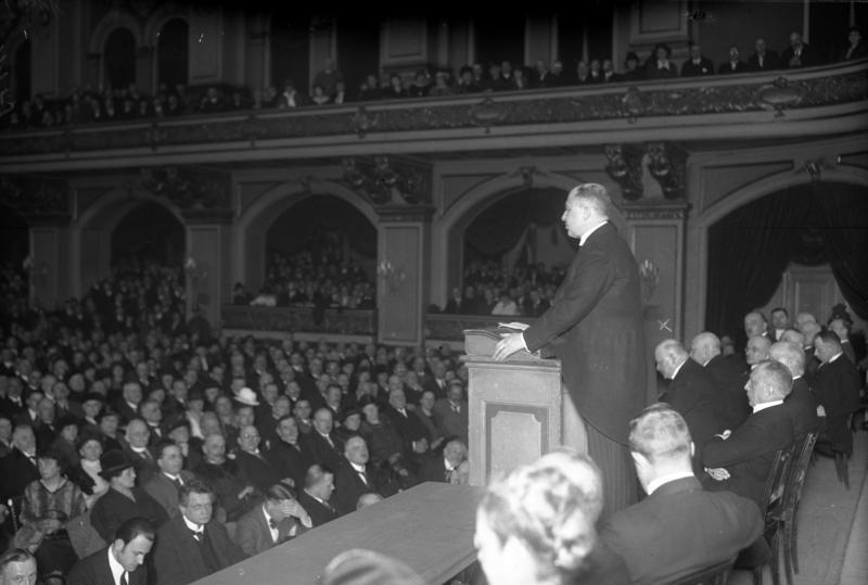 Datei:Bundesarchiv Bild 102-01179, Berlin, Reichspräsidentenwahl, Rede Karl Jarres.jpg