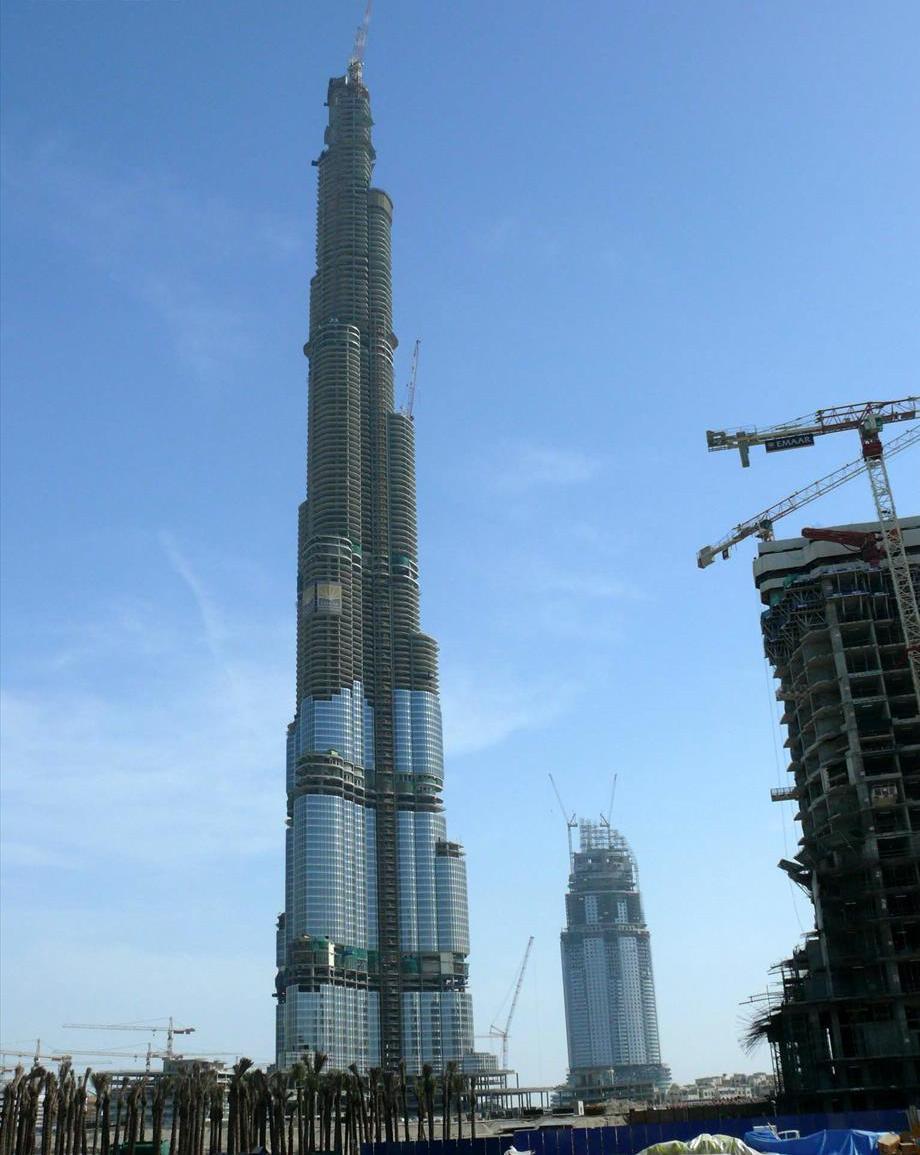https://upload.wikimedia.org/wikipedia/commons/9/9b/Burj_Dubai_02.12.2007.jpg?uselang=fr
