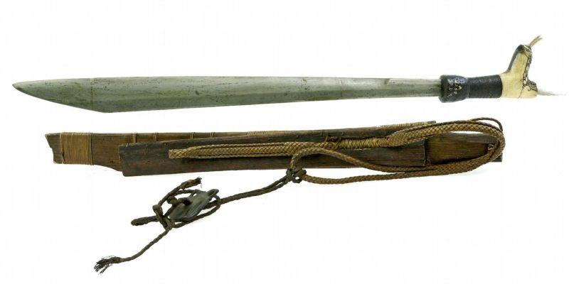 File:COLLECTIE TROPENMUSEUM Zwaard met gevest van hertshoorn en schede TMnr A-6552.jpg