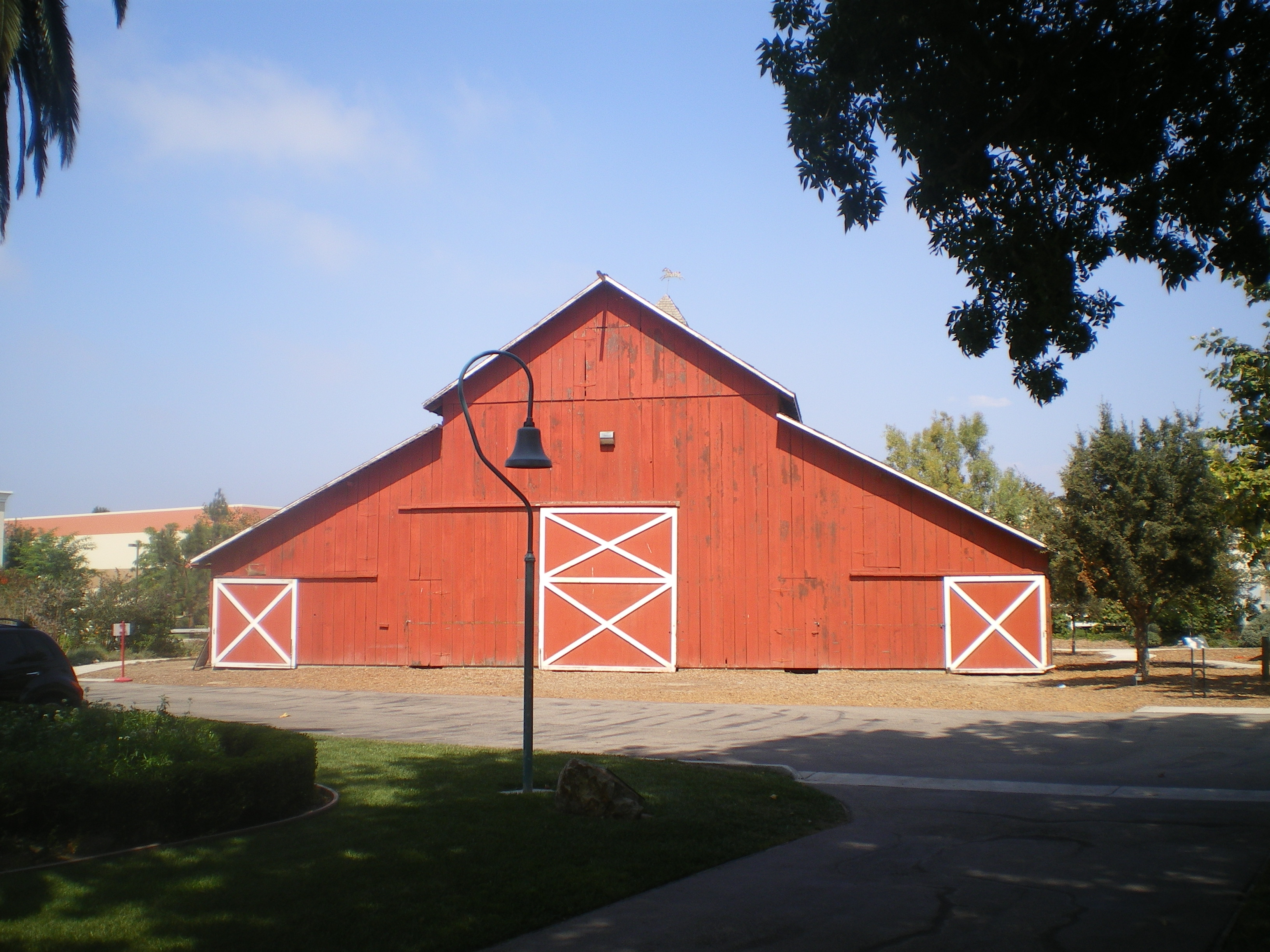 File Camarillo Ranch House Barn Jpg Wikimedia Commons