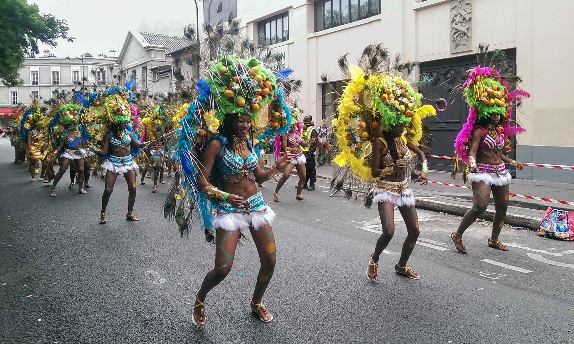File carnaval tropical paris 2014 golden stars 114 wikimedia commons - Carnaval tropical de paris 2017 ...