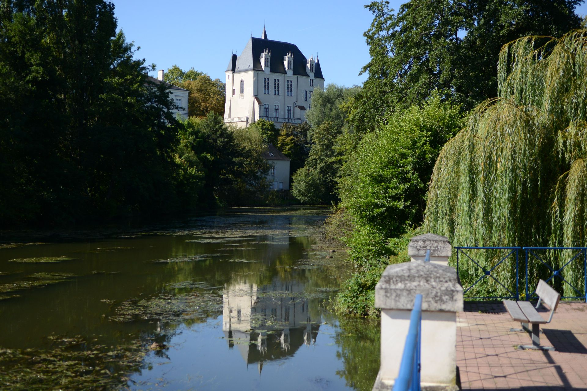 File ch teauroux 36 ch teau wikimedia commons for Aquapolis piscine chateauroux
