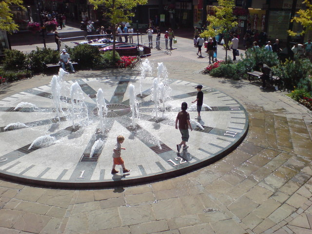 Clock Fountain, Charles Square, Bracknell - geograph.org.uk - 1283687