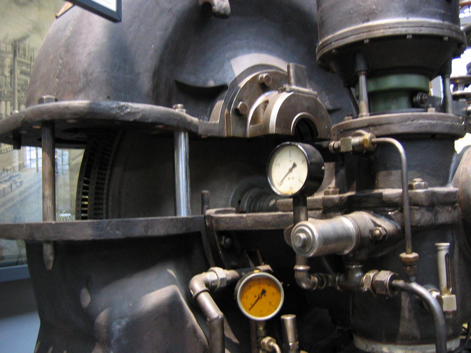 File:Dampfturbine-2451.jpg
