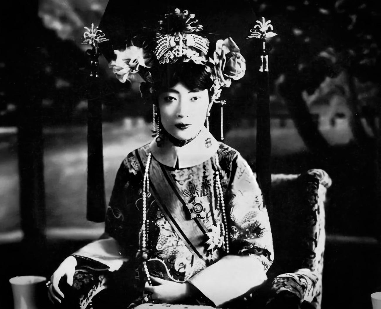 Empress Gobele Wan-Rong (04).JPG