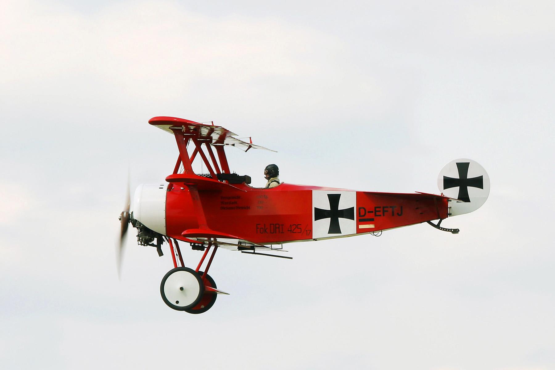 http://upload.wikimedia.org/wikipedia/commons/9/9b/Fokker_DR_1_ILA_2004.jpg