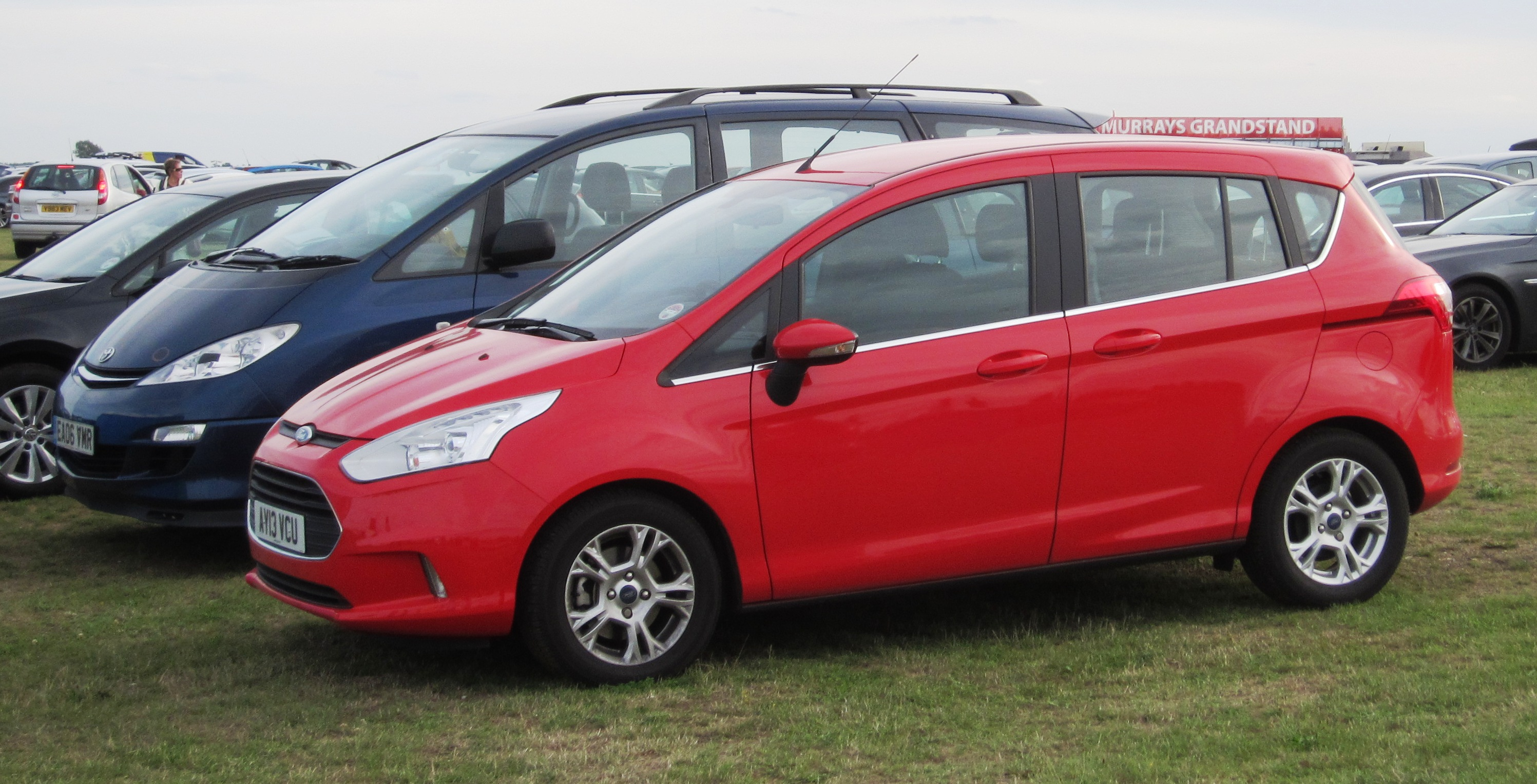 file ford b max 2013 at snetterton with previa as background jpg wikimedia commons. Black Bedroom Furniture Sets. Home Design Ideas