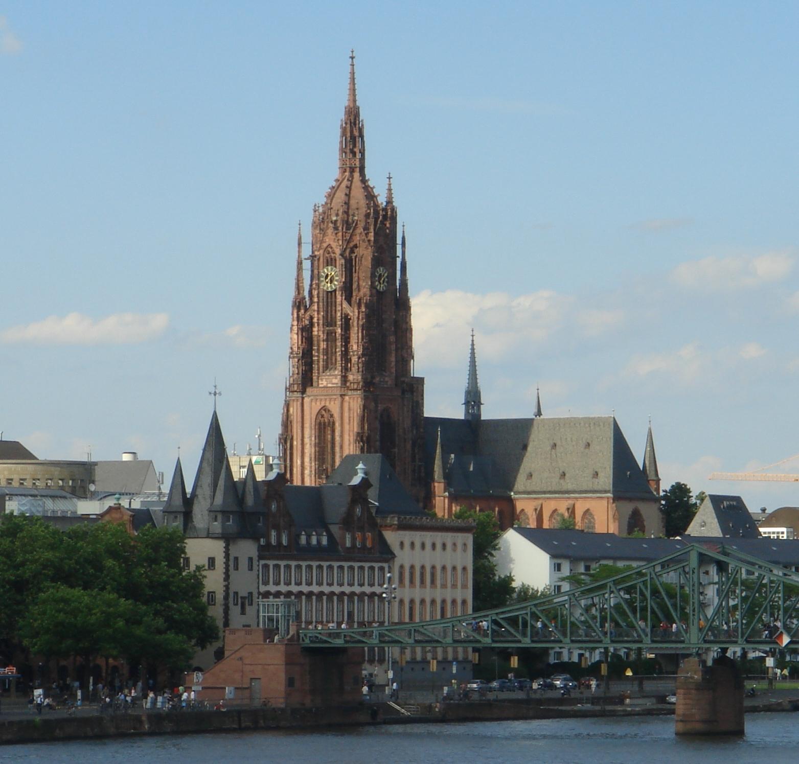 Il Kaiserdom S. Bartolomeo di Francoforte con il Rententurm ed il Saalhof