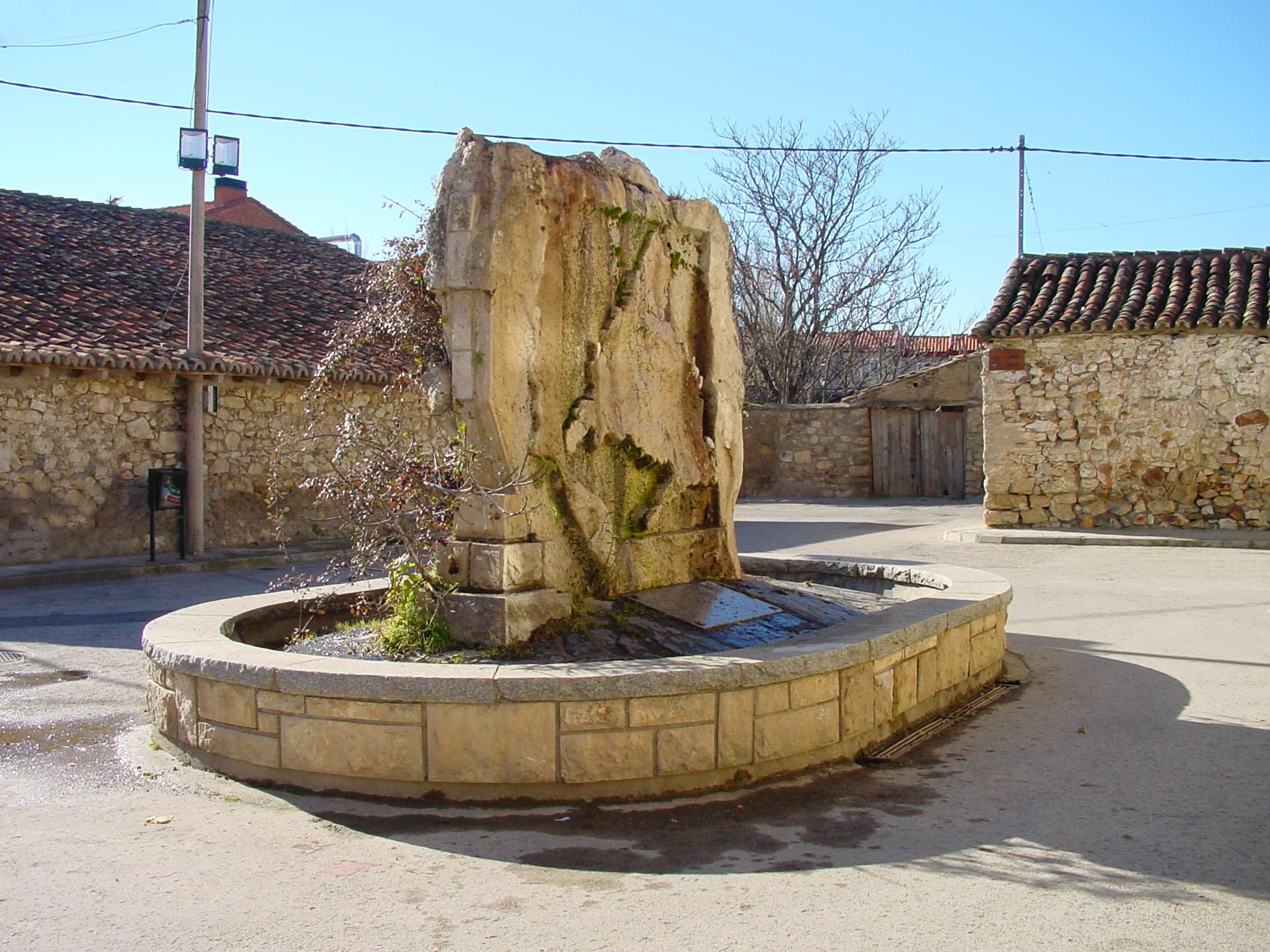 File fuente de piedra en torremocha de wikimedia commons - Fuentes de piedra ...