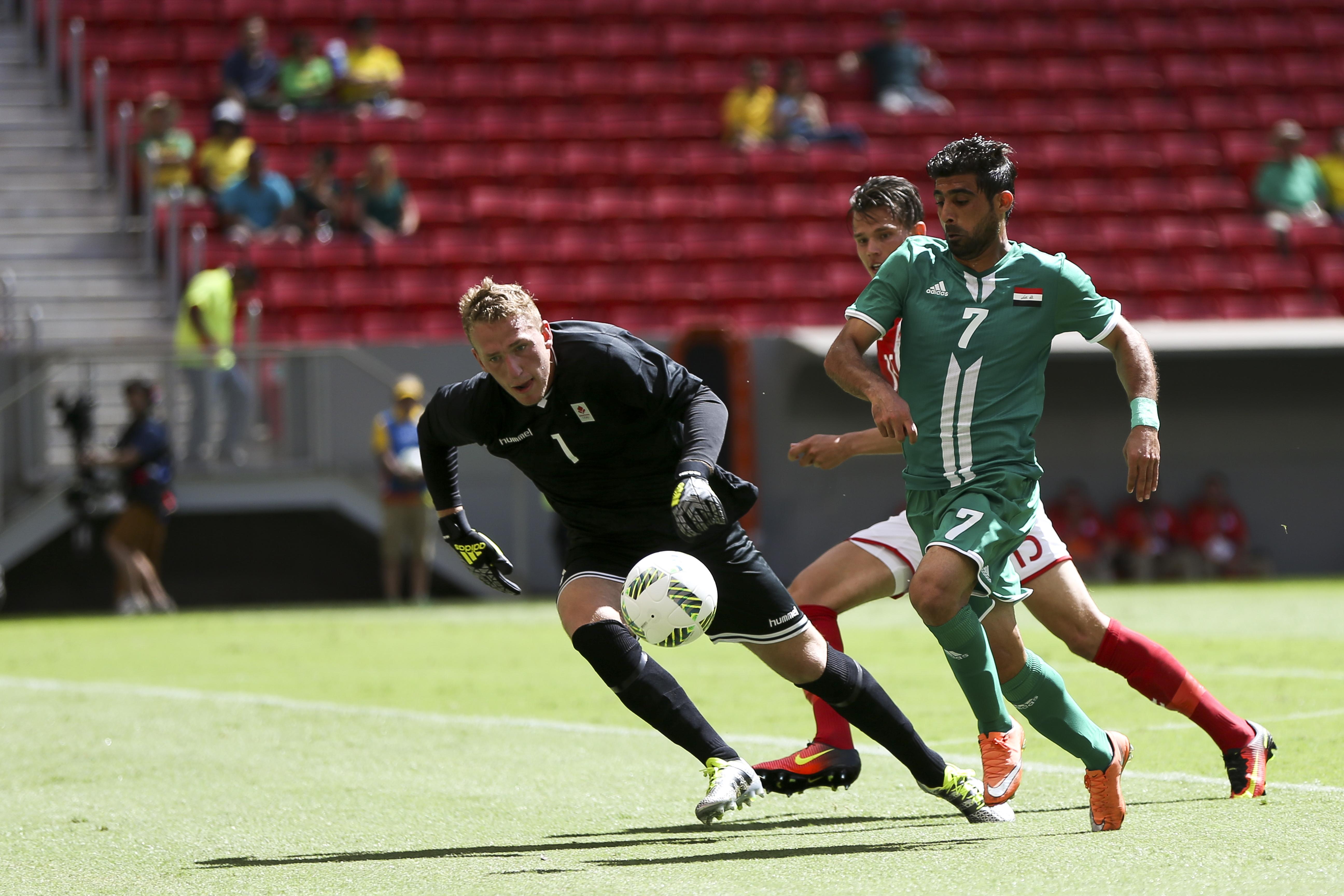 1960a0a3e3 File Futebol masculino da Dinamarca e Iraque se enfrentam em BSB  (28151140053).