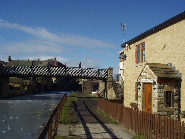 Gallows Bridge, Leeds and Liverpool Canal, Shipley - geograph.org.uk - 133562