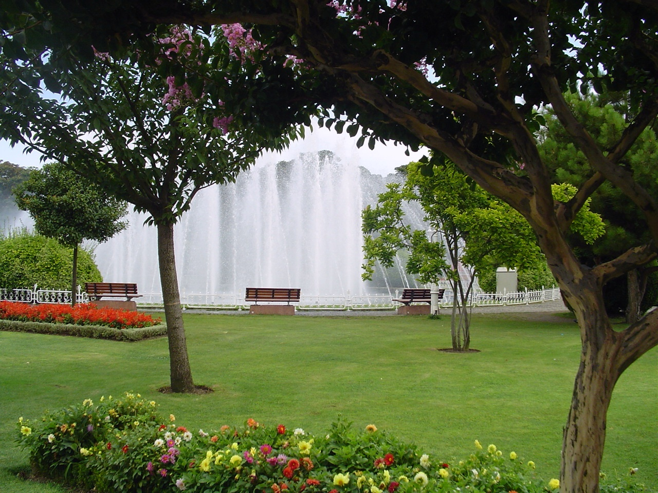 File Gardens Istanbul 2842911342 Jpg