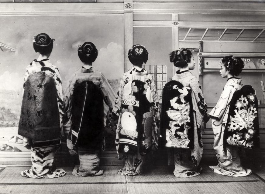 filegeishas geishas 3774081603jpg wikimedia commons