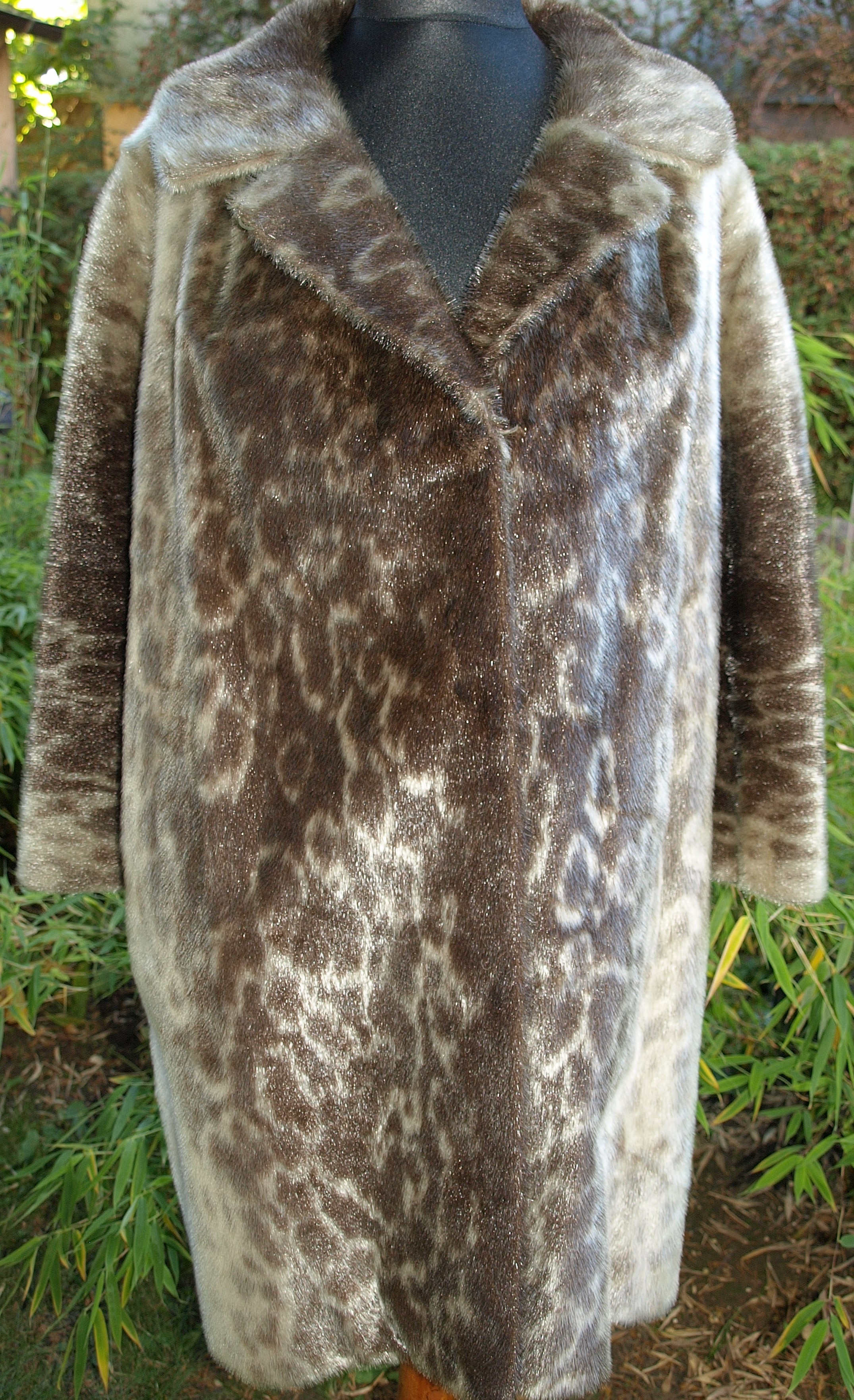 File:Greenland seal fur coat 2.jpg - Wikimedia Commons
