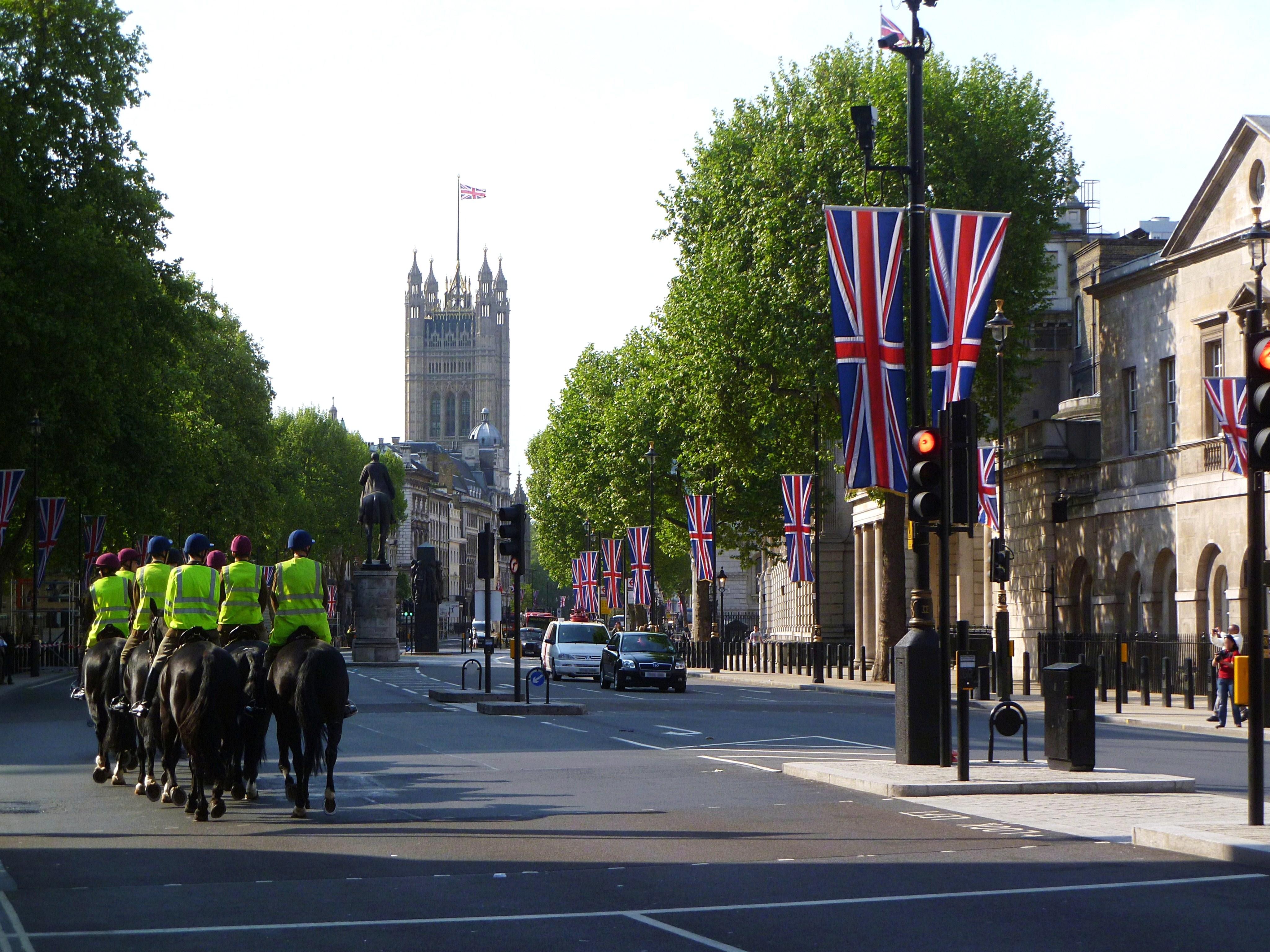 File guardie a cavallo con parlamento di for Parlamento wikipedia