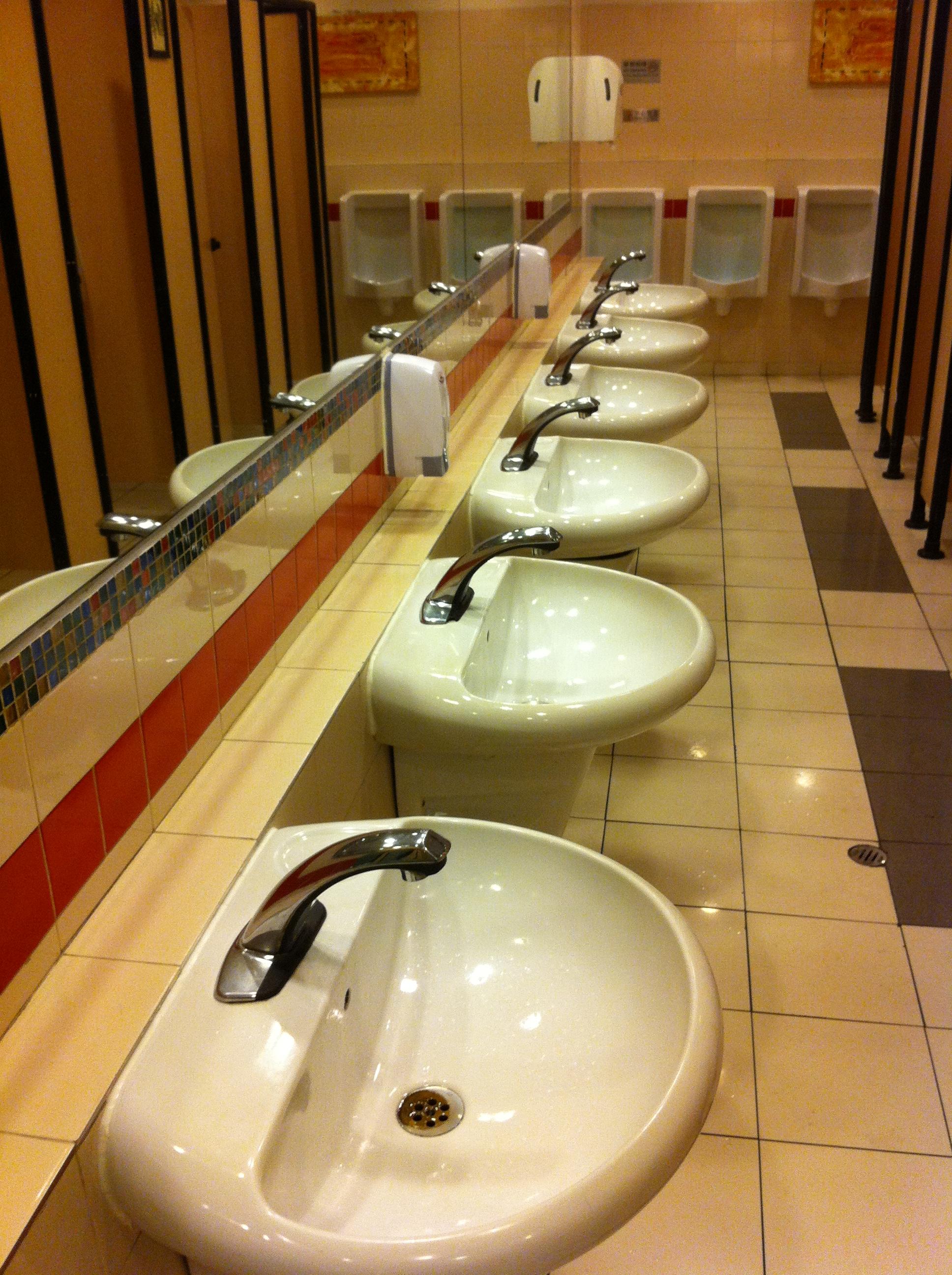 file hk tst china hong kong city toilet interior sink jan 2013 jpg wikimedia commons. Black Bedroom Furniture Sets. Home Design Ideas