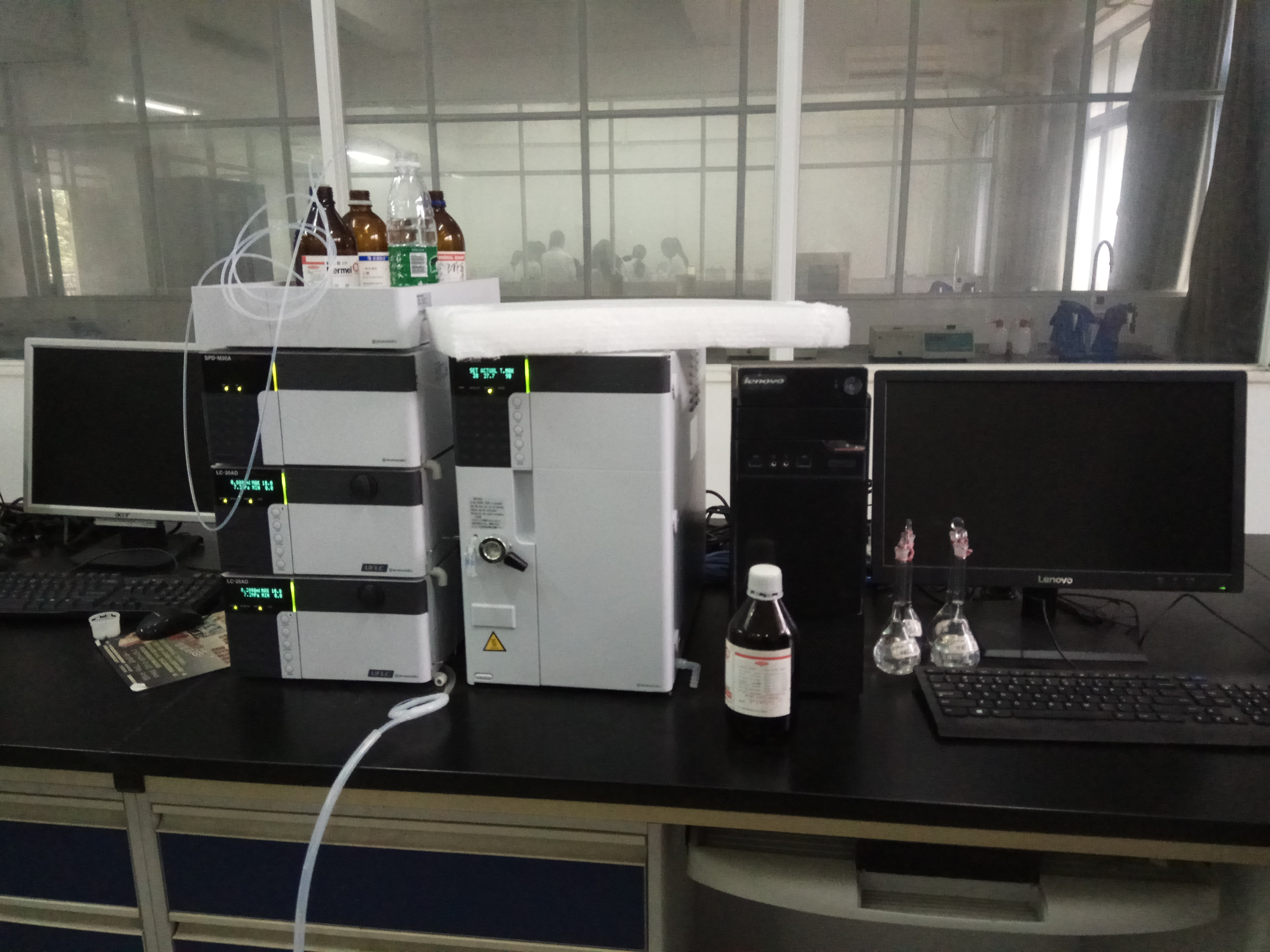 File:High-performance liquid chromatography.jpg - Wikimedia Commons