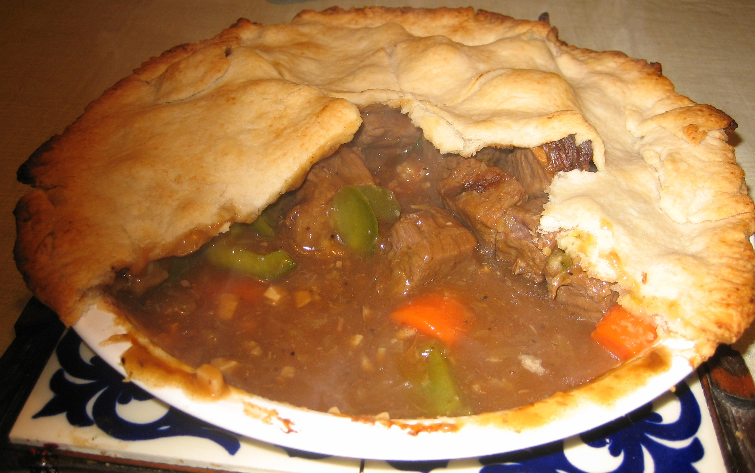 Homemade_meat_pie.jpg