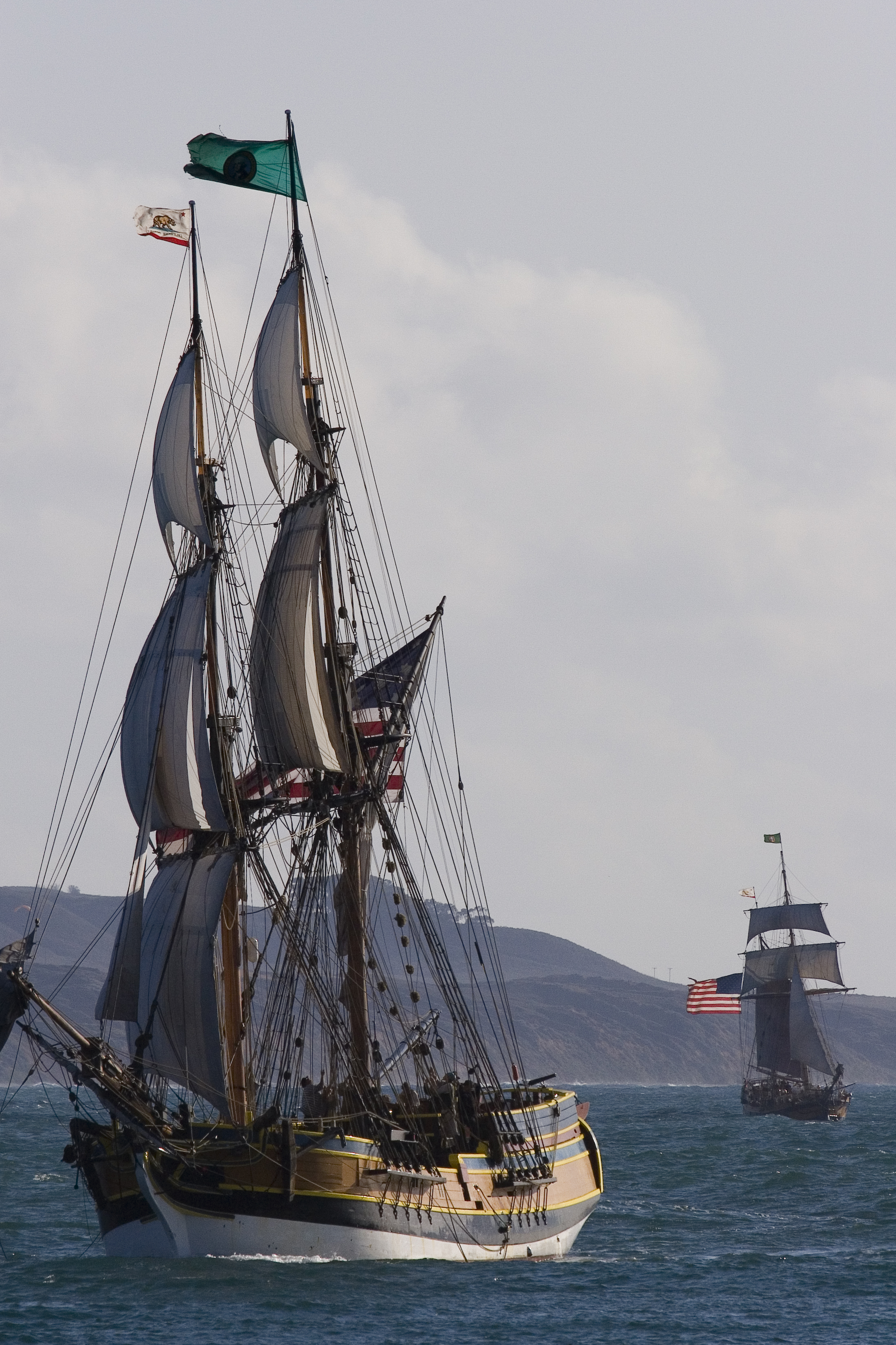 Lady_Washington_and_Hawaiian_Chieftain.j