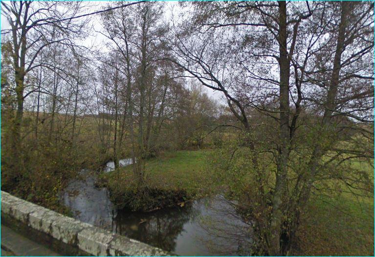 River Le Branlin at its crossing the D14 road between Champignelles et Grandchamp. Looking downstream.