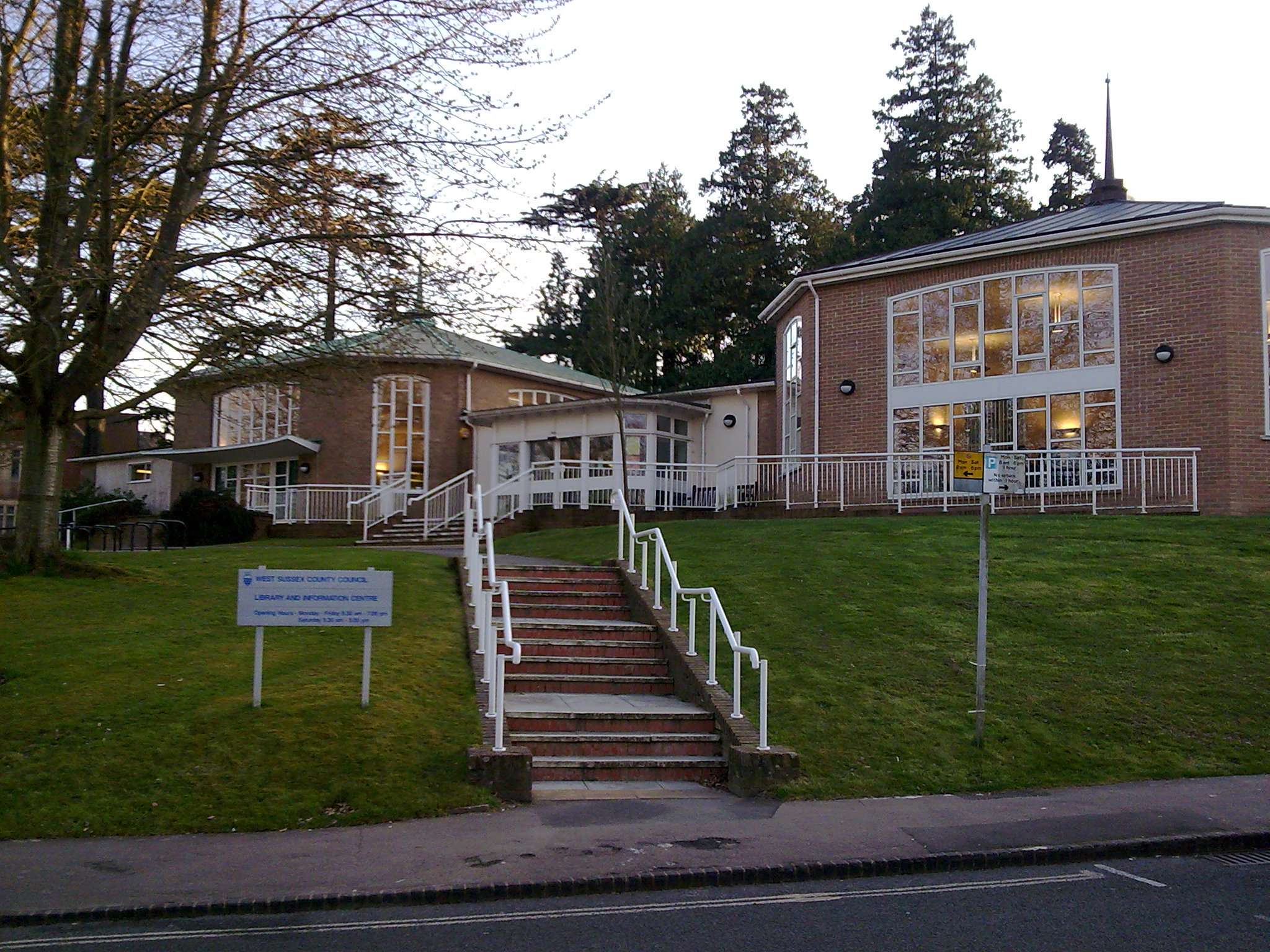 Library,_Haywards_Heath.jpg