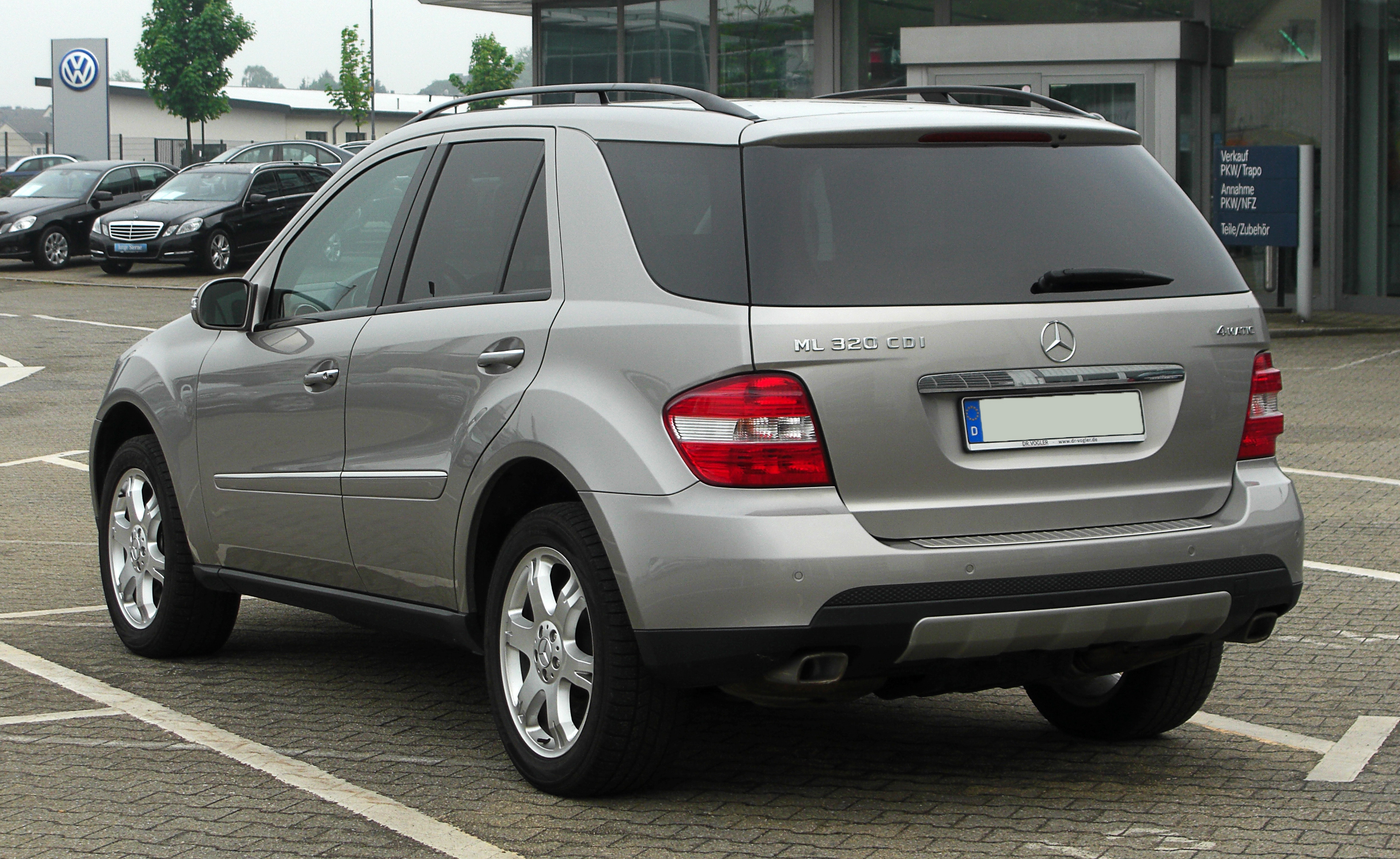 file mercedes benz ml 320 cdi 4matic w 164 heckansicht 1 27 april 2011. Black Bedroom Furniture Sets. Home Design Ideas