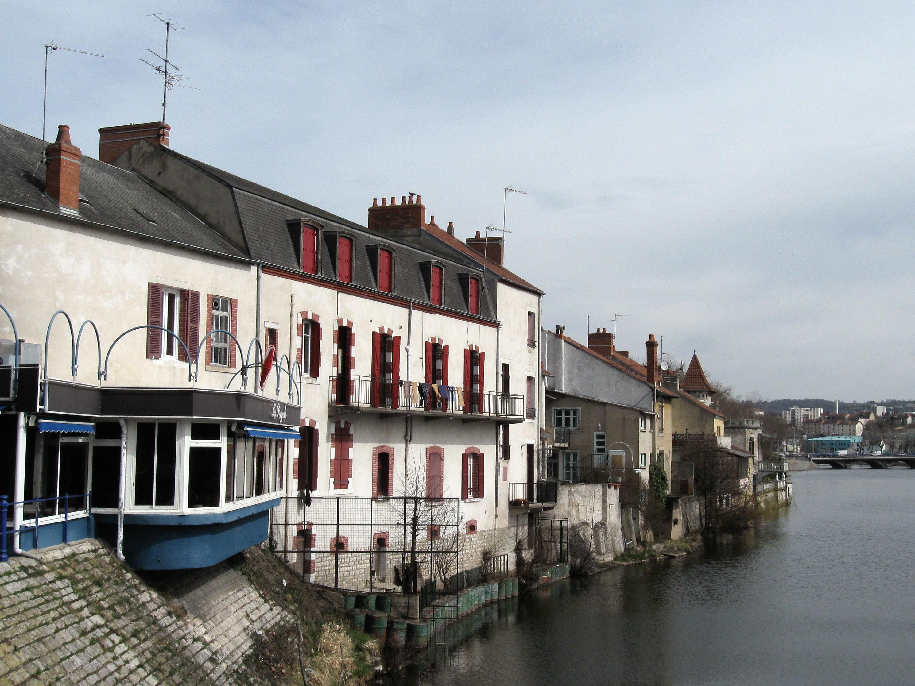 File montlu on maisons au bord du cher wikimedia for Aavi maison du gps