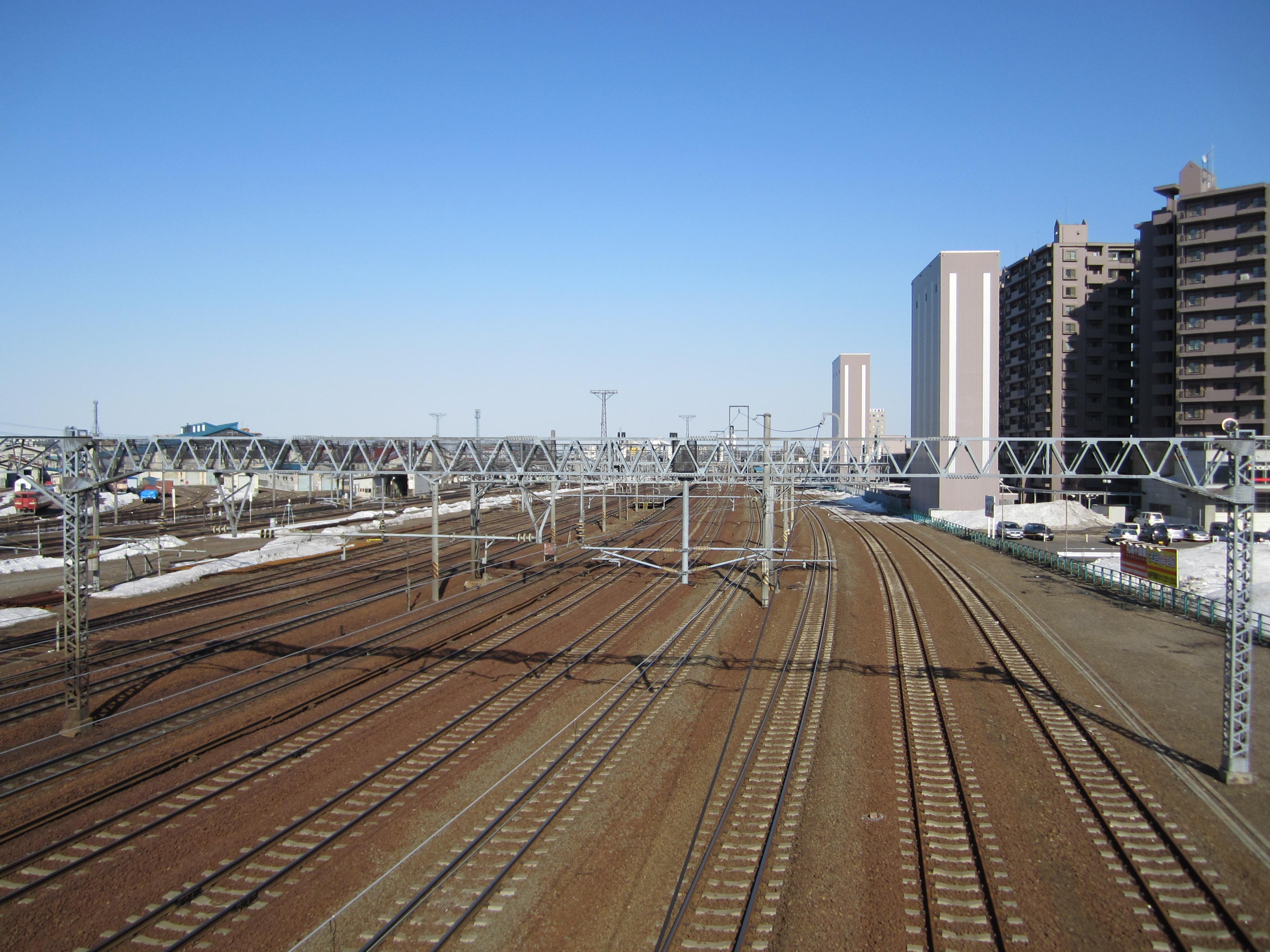 https://upload.wikimedia.org/wikipedia/commons/9/9b/Naebo_sta_railway.JPG