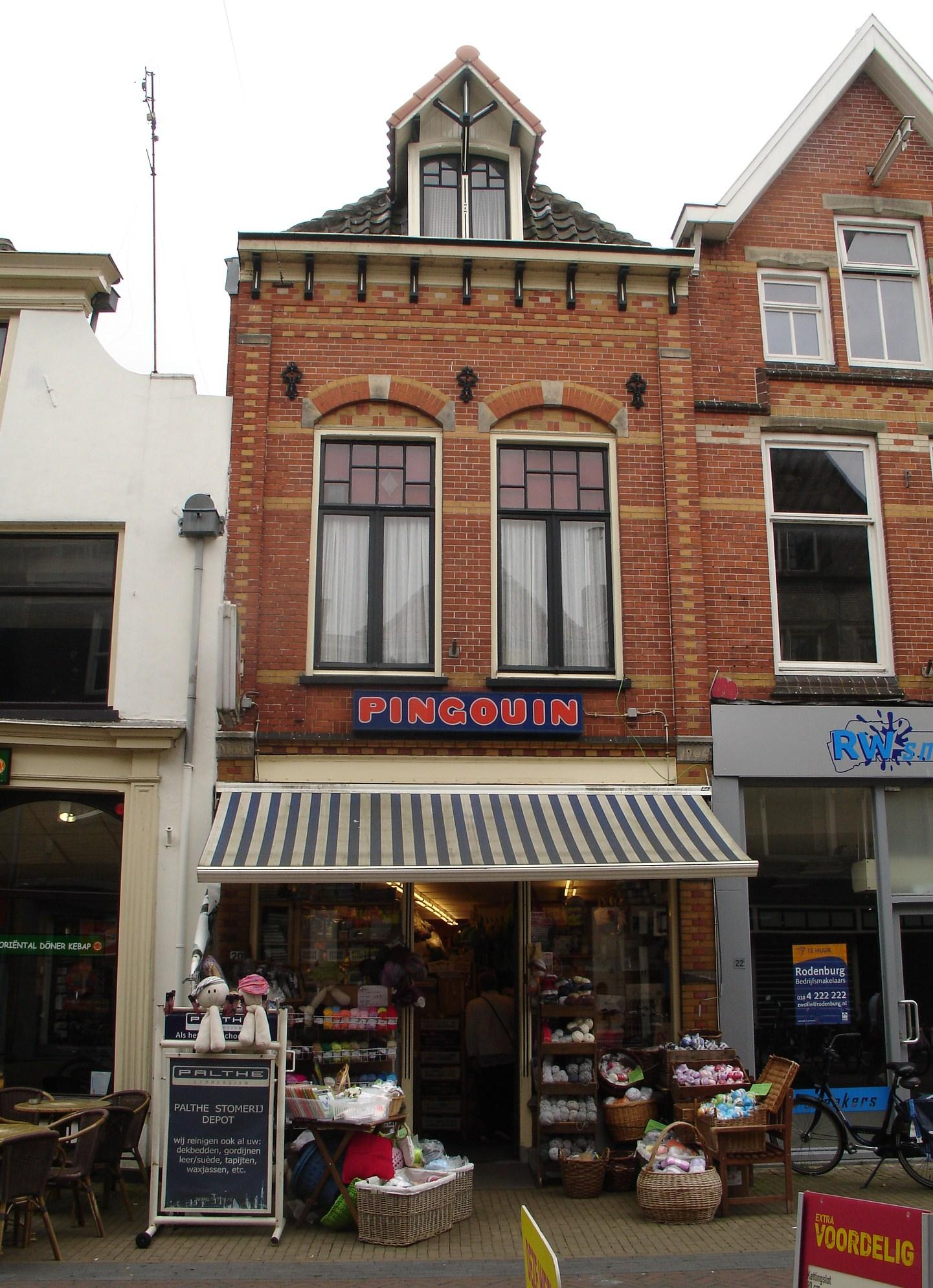 https://upload.wikimedia.org/wikipedia/commons/9/9b/Oudestraat_20%2C_Kampen.jpg