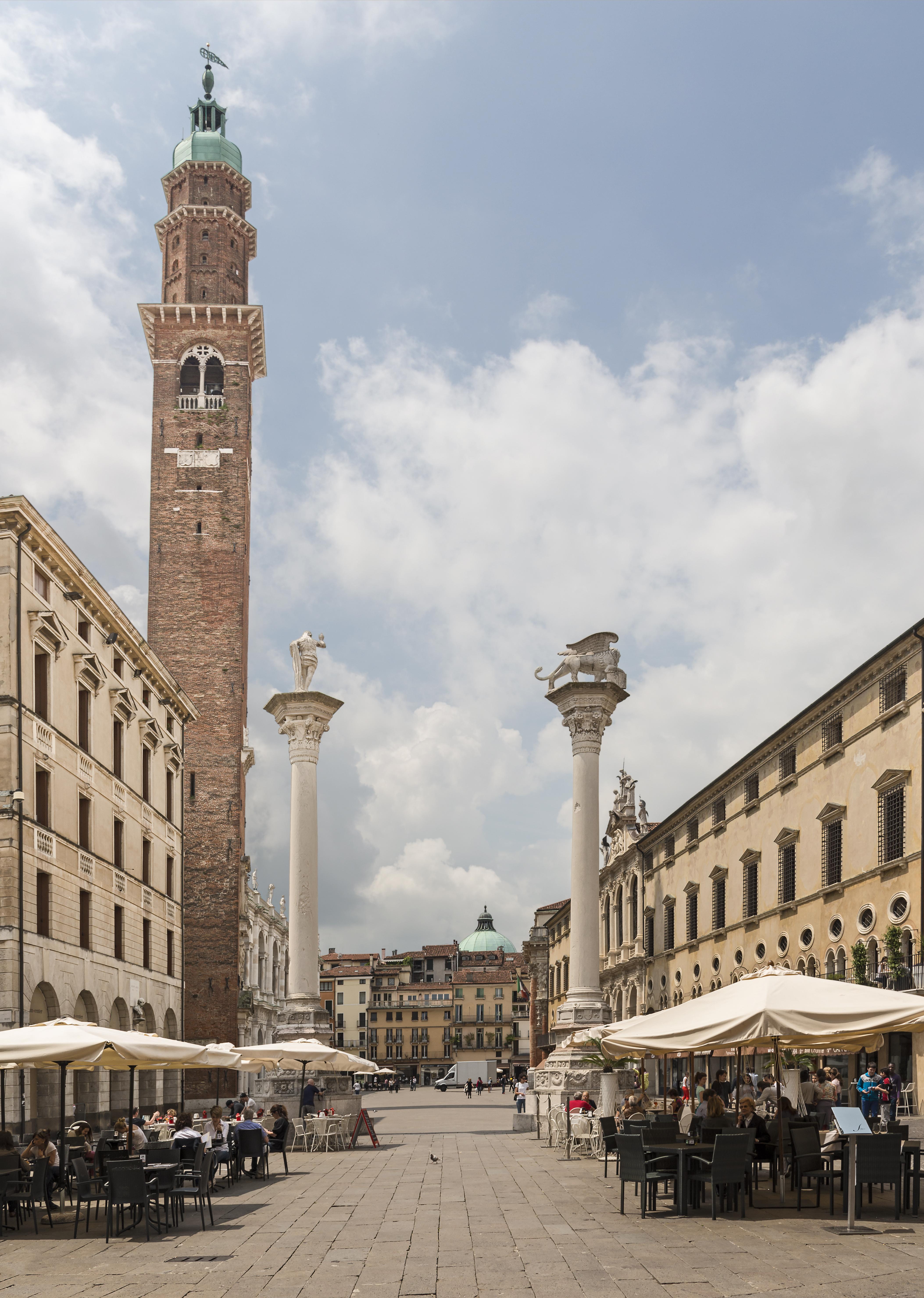 Piazza dei Signori - Torre Bissara - Vicenza.jpg